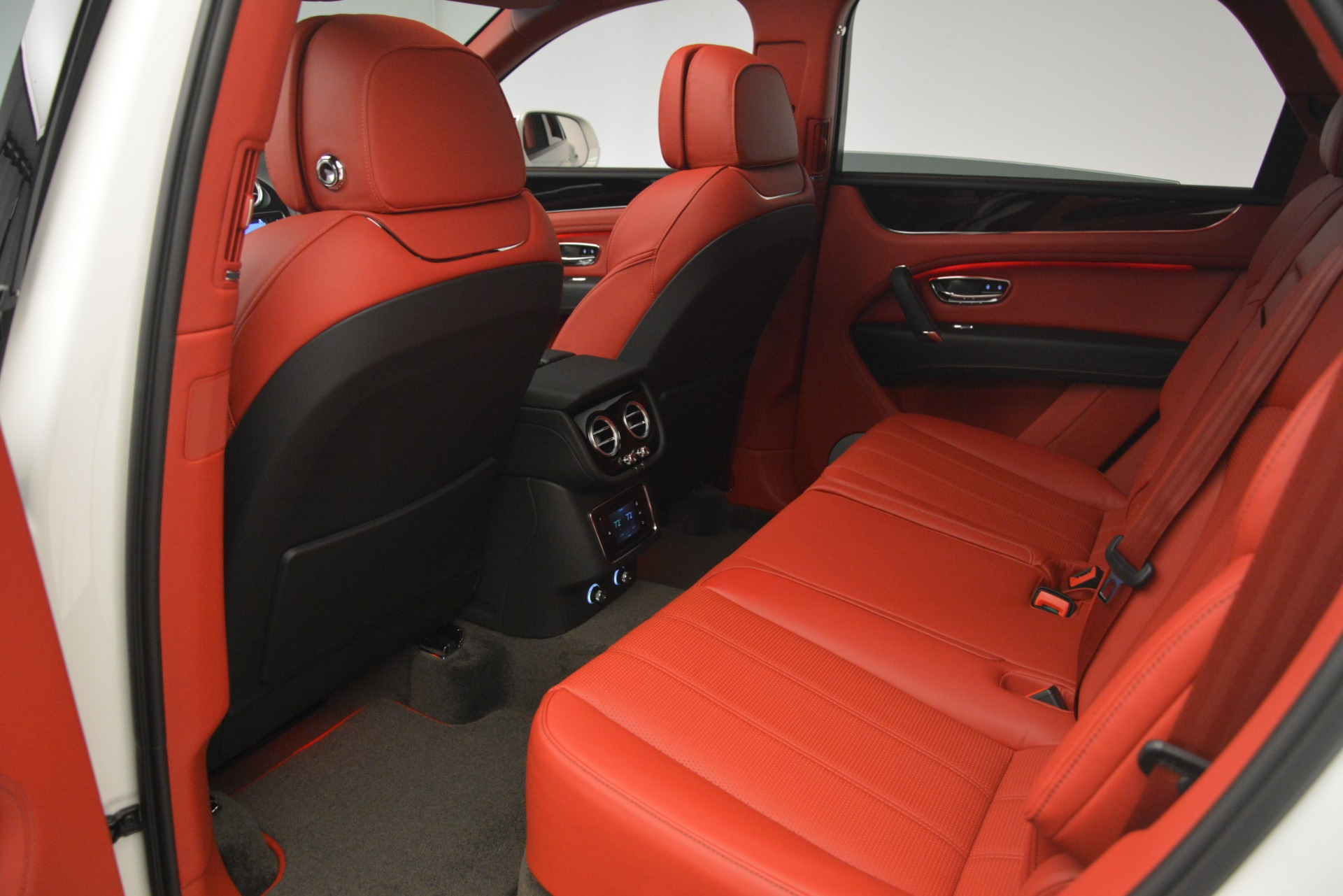 New 2019 Bentley Bentayga V8 For Sale In Greenwich, CT 2673_p24