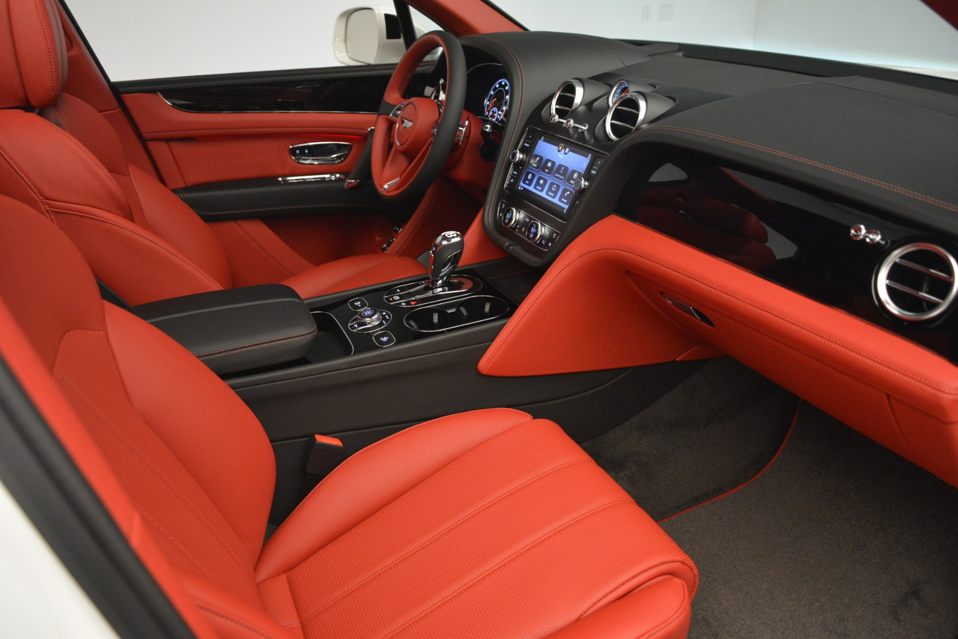 New 2019 Bentley Bentayga V8 For Sale In Greenwich, CT 2673_p26
