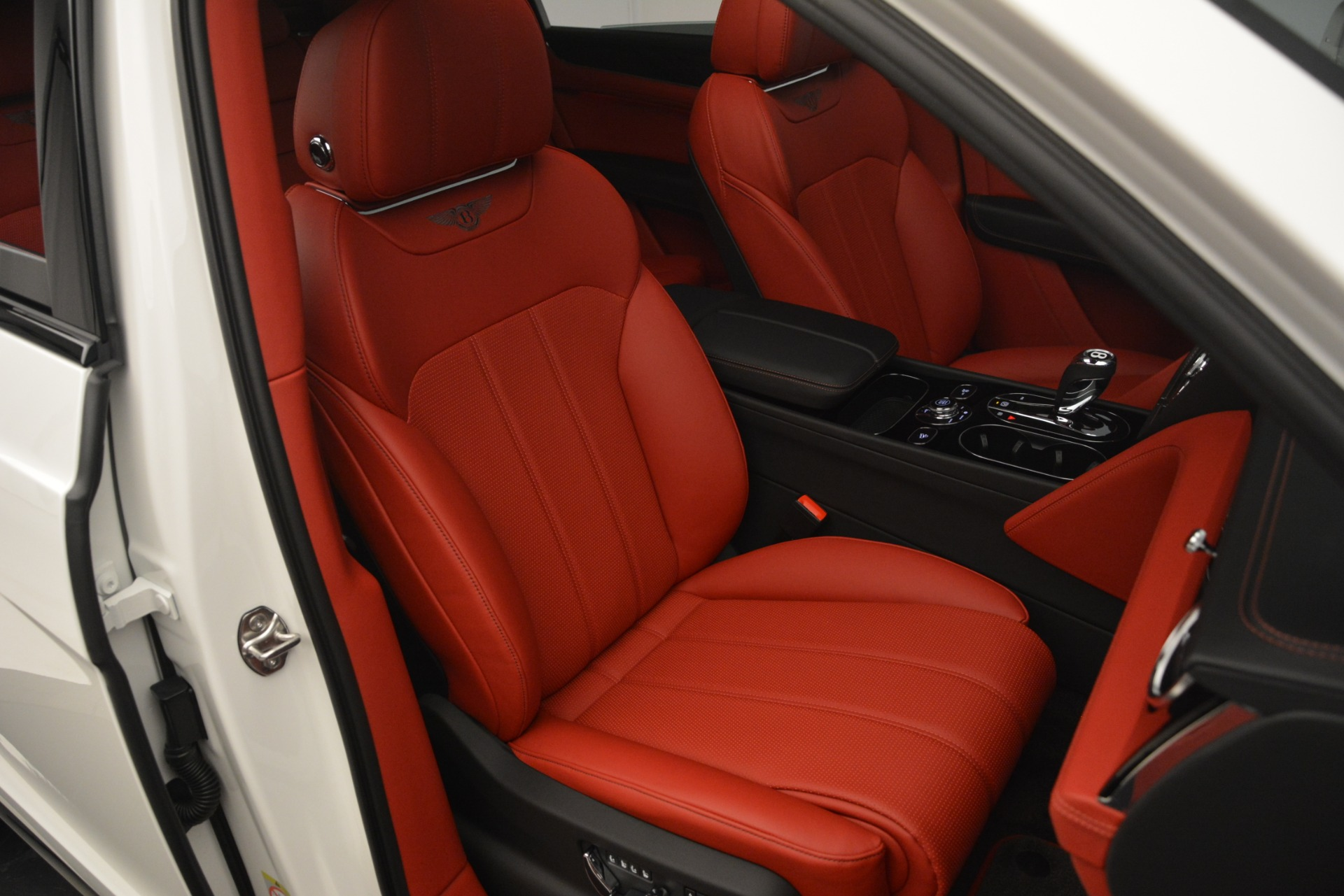 New 2019 Bentley Bentayga V8 For Sale In Greenwich, CT 2673_p28
