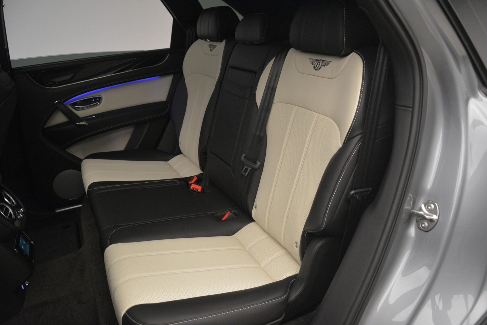 New 2019 Bentley Bentayga V8 For Sale In Greenwich, CT 2674_p26