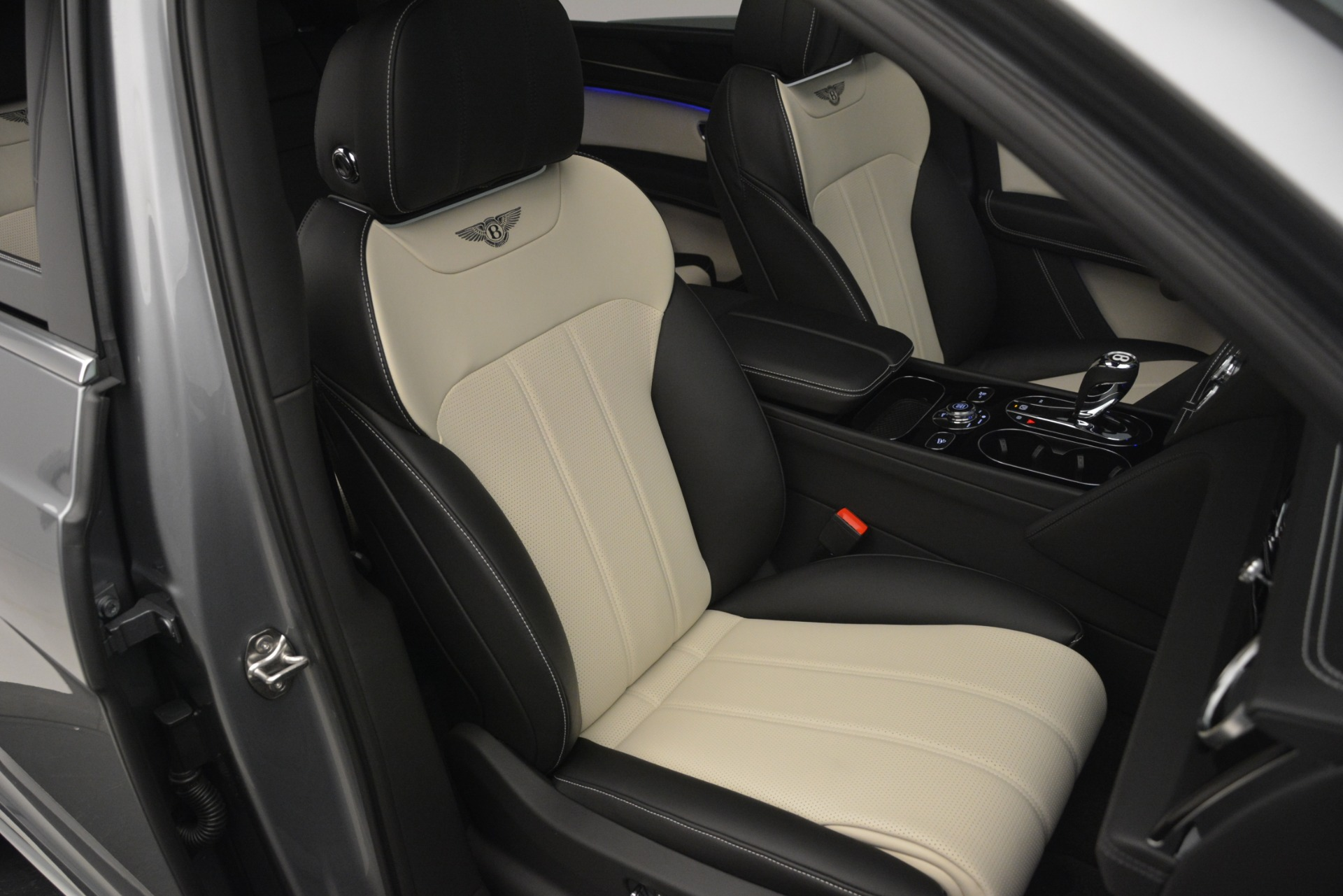 New 2019 Bentley Bentayga V8 For Sale In Greenwich, CT 2674_p29