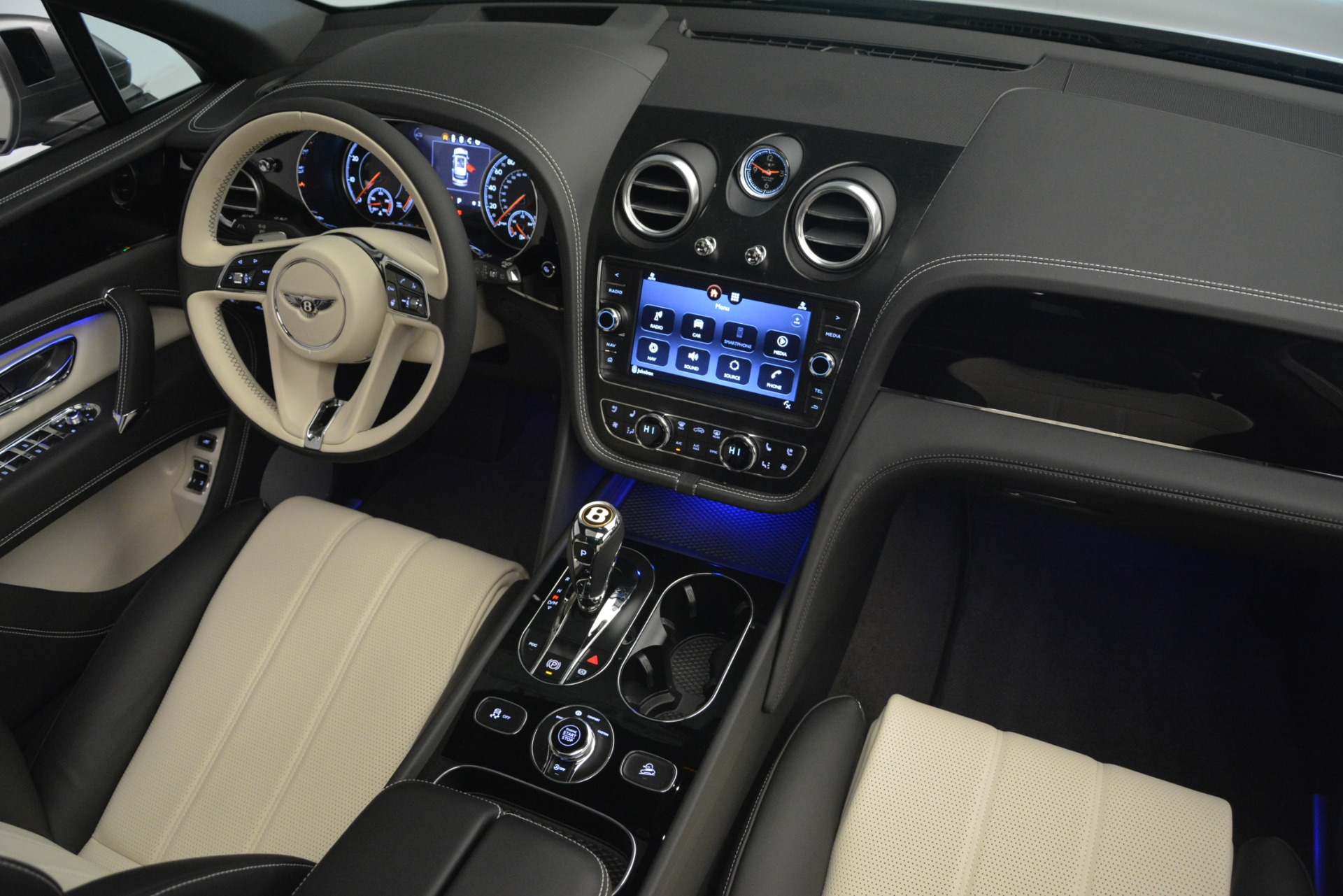 New 2019 Bentley Bentayga V8 For Sale In Greenwich, CT 2674_p30