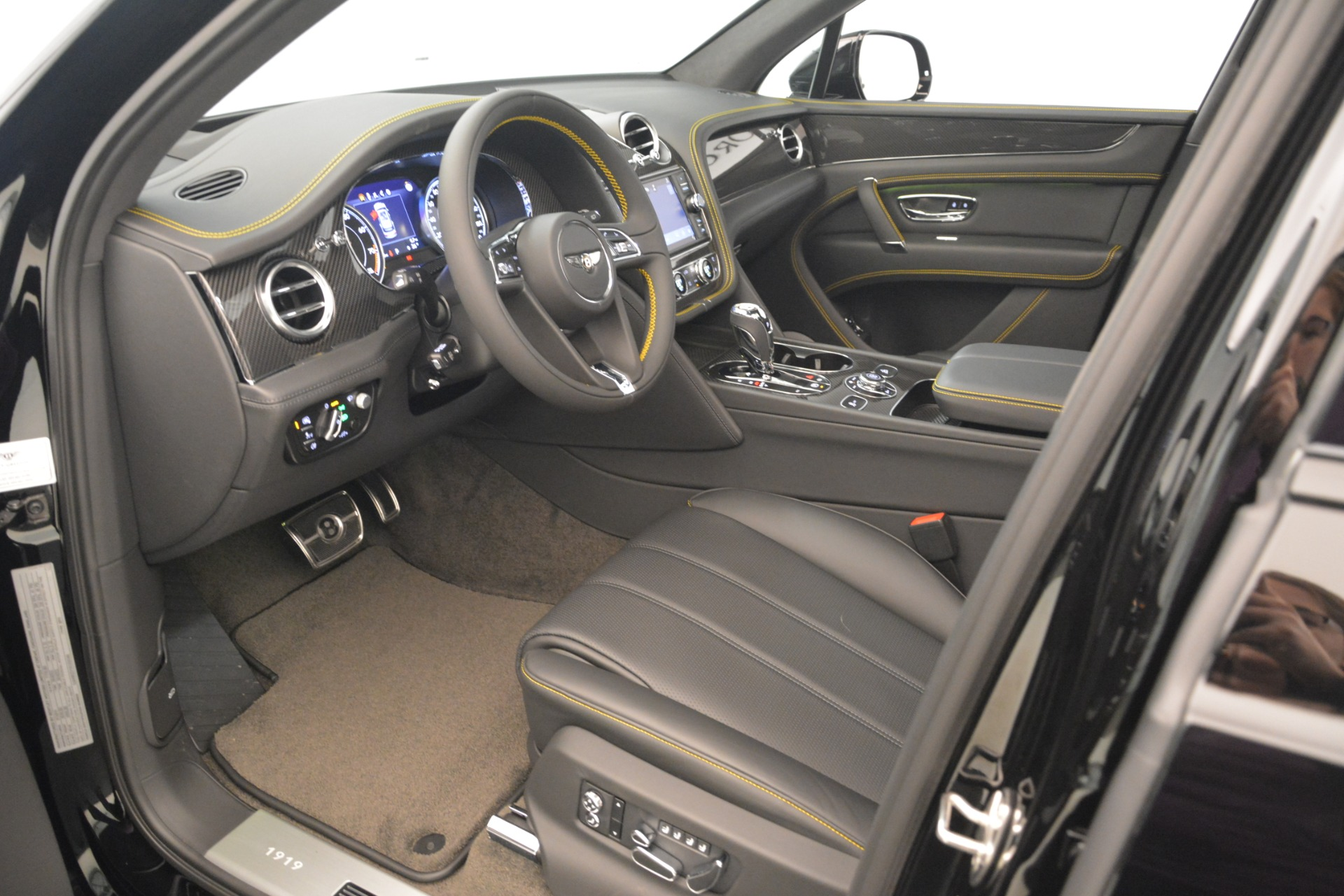 New 2019 Bentley Bentayga V8 For Sale In Greenwich, CT 2675_p21