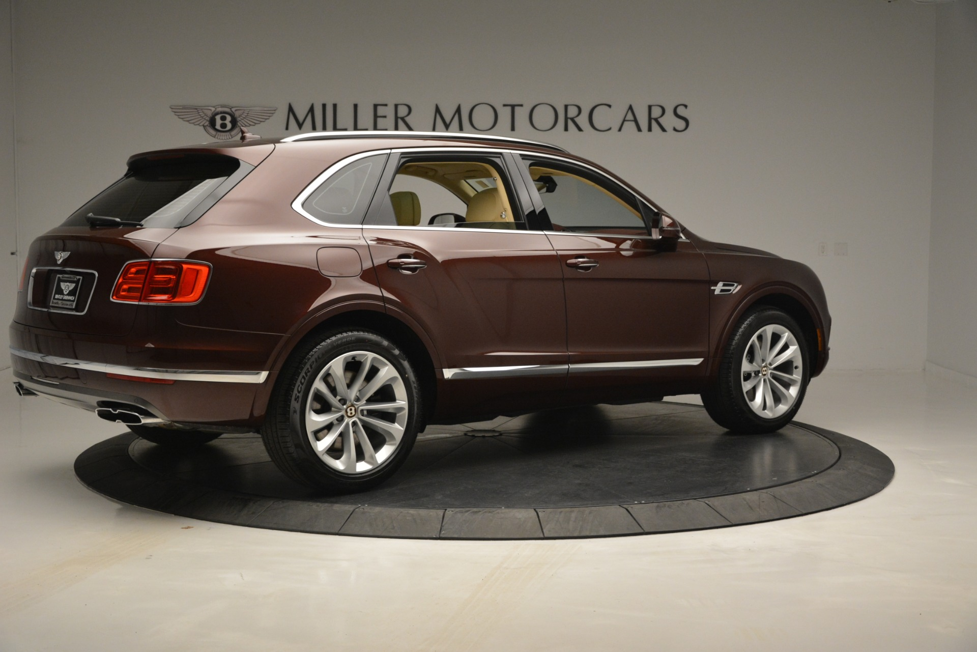 Used 2019 Bentley Bentayga V8 For Sale In Greenwich, CT 2702_p8