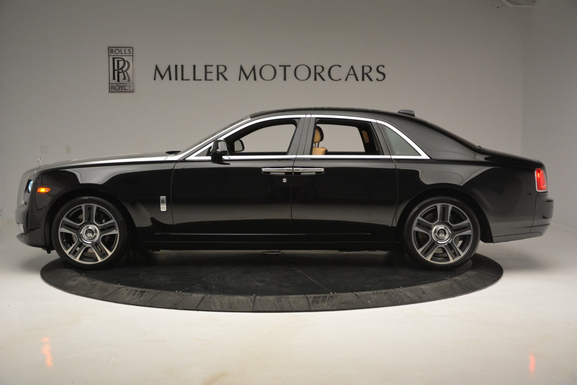 Used 2018 Rolls-Royce Ghost  For Sale In Greenwich, CT 2770_p2
