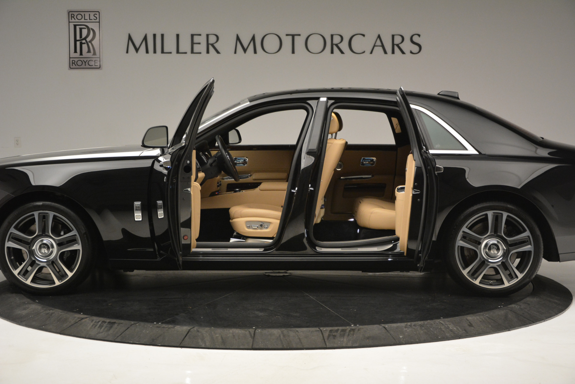 Used 2018 Rolls-Royce Ghost  For Sale In Greenwich, CT 2770_p4