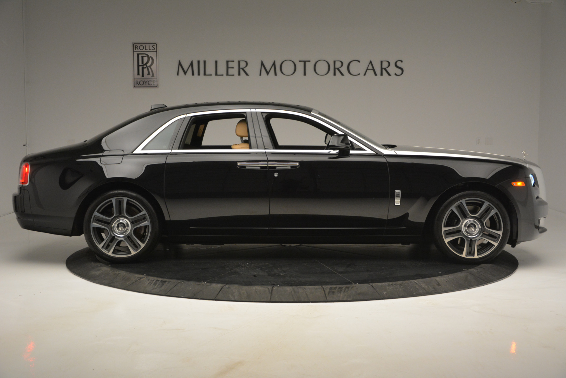 Used 2018 Rolls-Royce Ghost  For Sale In Greenwich, CT 2770_p9