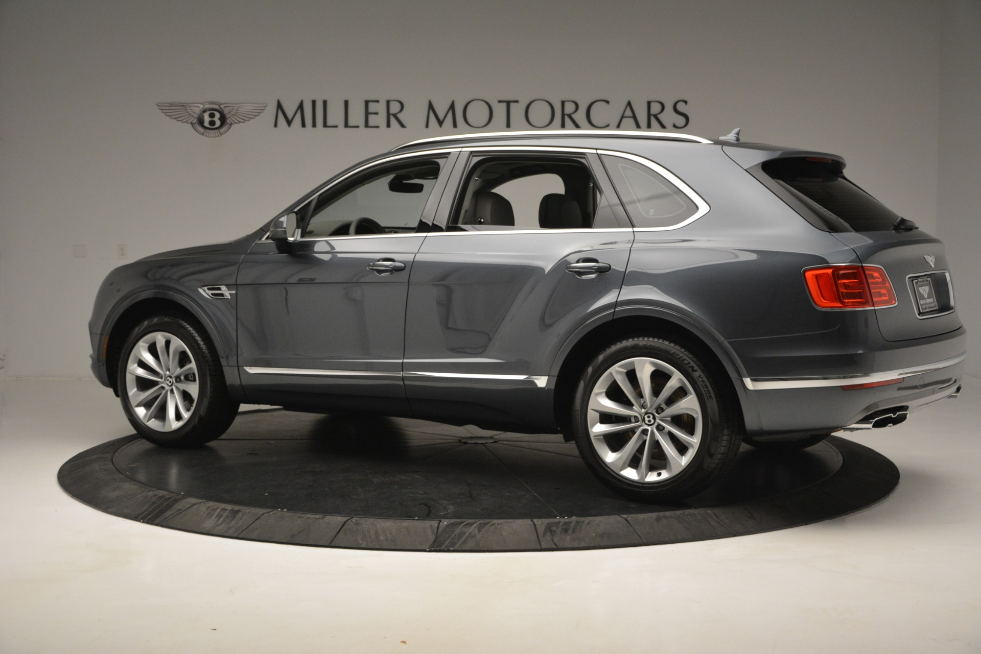 Used 2019 Bentley Bentayga V8 For Sale In Greenwich, CT 2828_p4