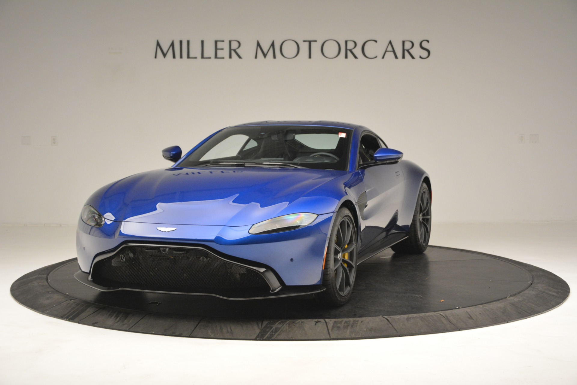 New 2019 Aston Martin Vantage  For Sale In Greenwich, CT 2831_main
