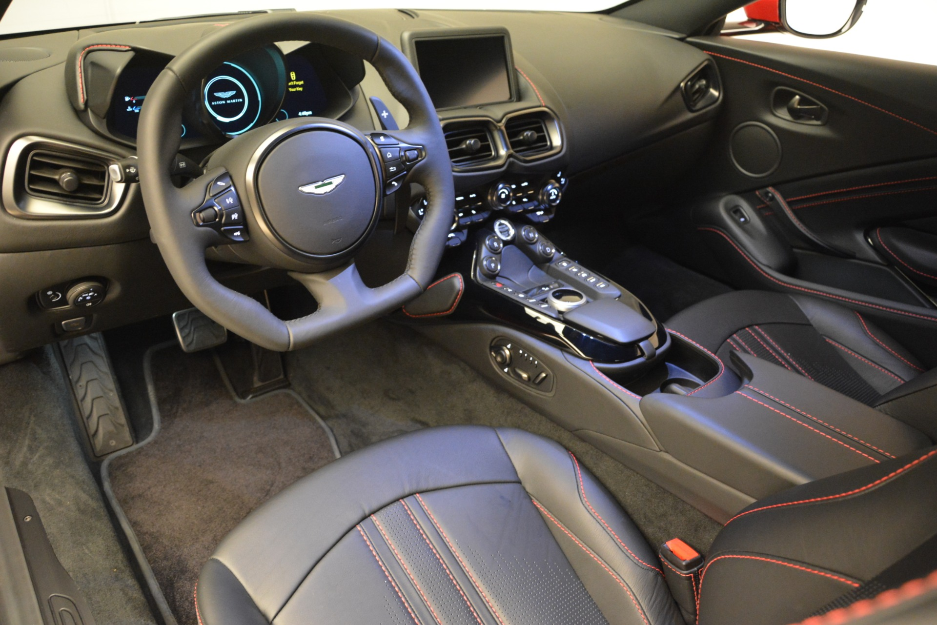 New 2019 Aston Martin Vantage  For Sale In Greenwich, CT 2866_p16