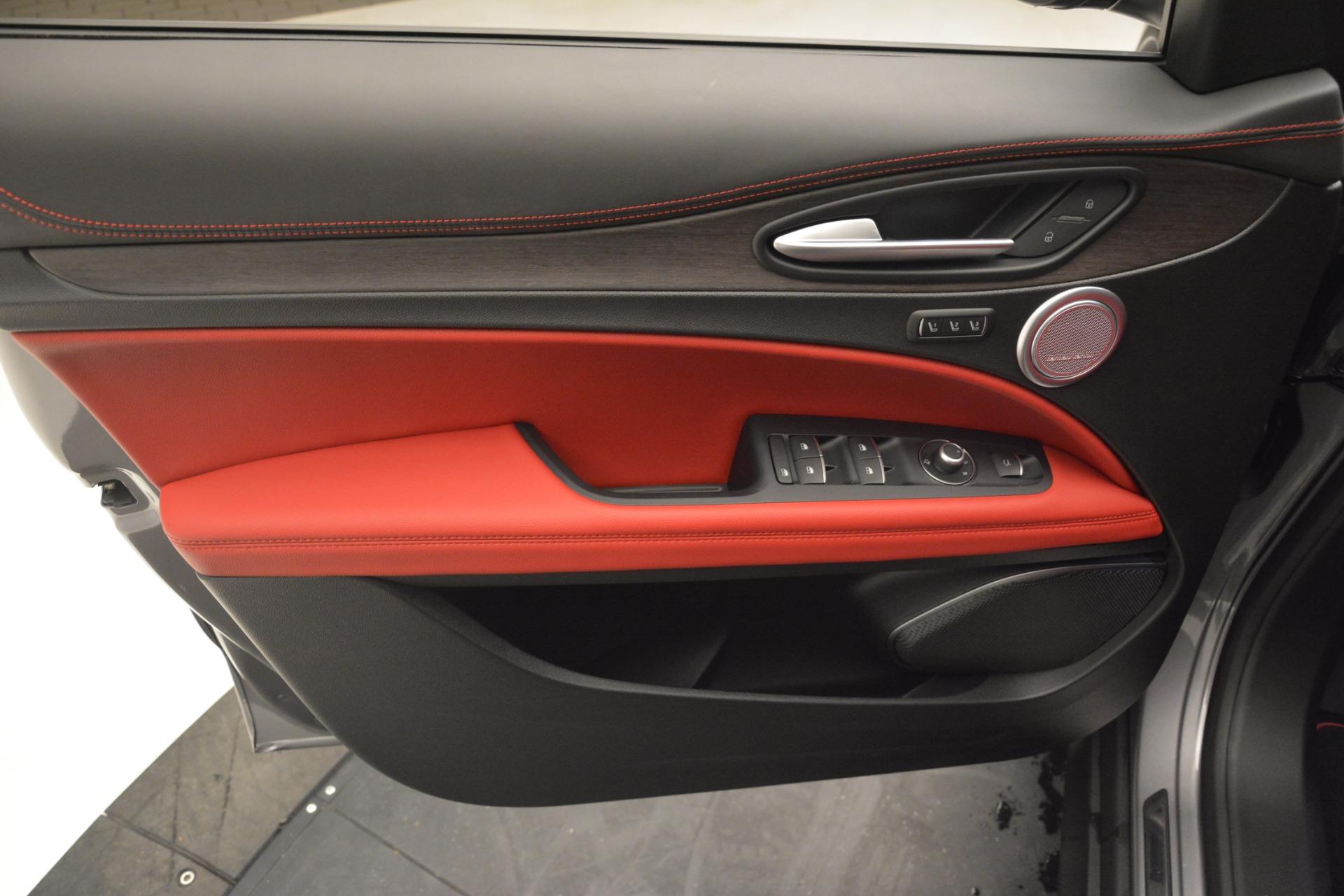 New 2019 Alfa Romeo Stelvio Ti Lusso Q4 For Sale In Greenwich, CT 2873_p16