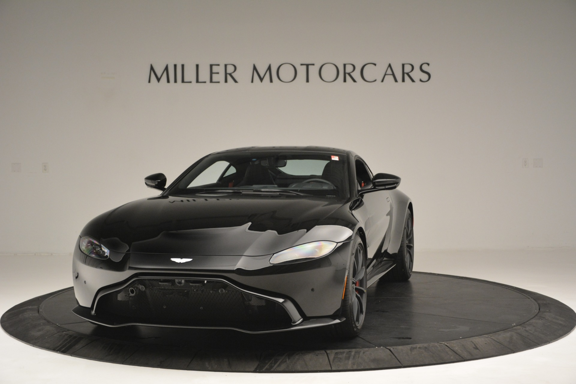 New 2019 Aston Martin Vantage  For Sale In Greenwich, CT 2886_main
