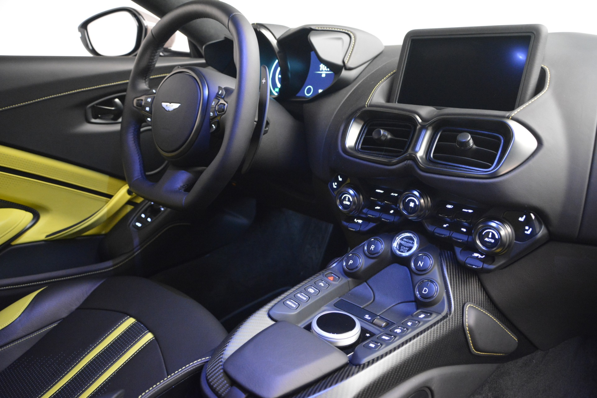 New 2019 Aston Martin Vantage Coupe For Sale In Greenwich, CT 2901_p18