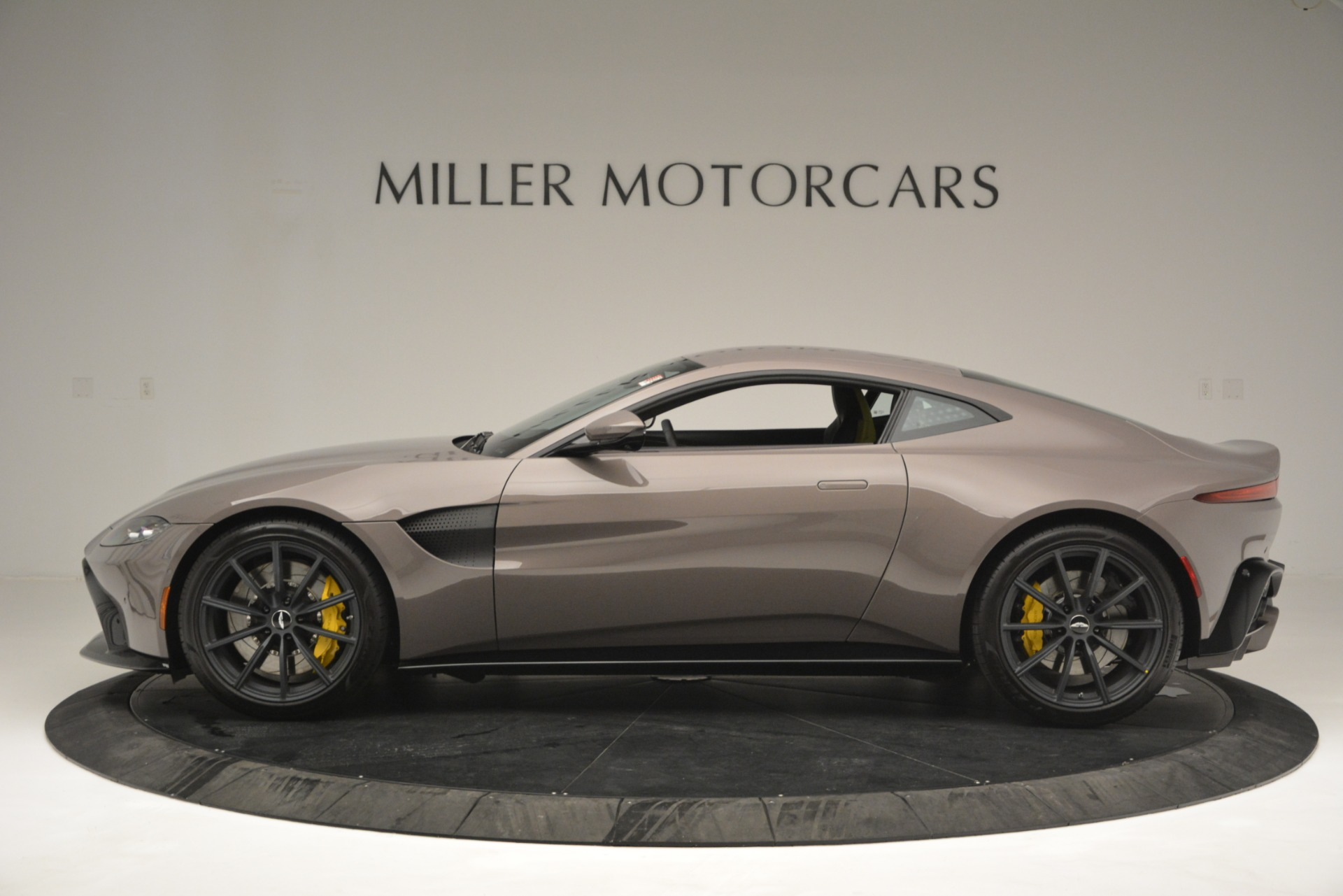 Used 2019 Aston Martin Vantage Coupe For Sale In Greenwich, CT 2901_p5