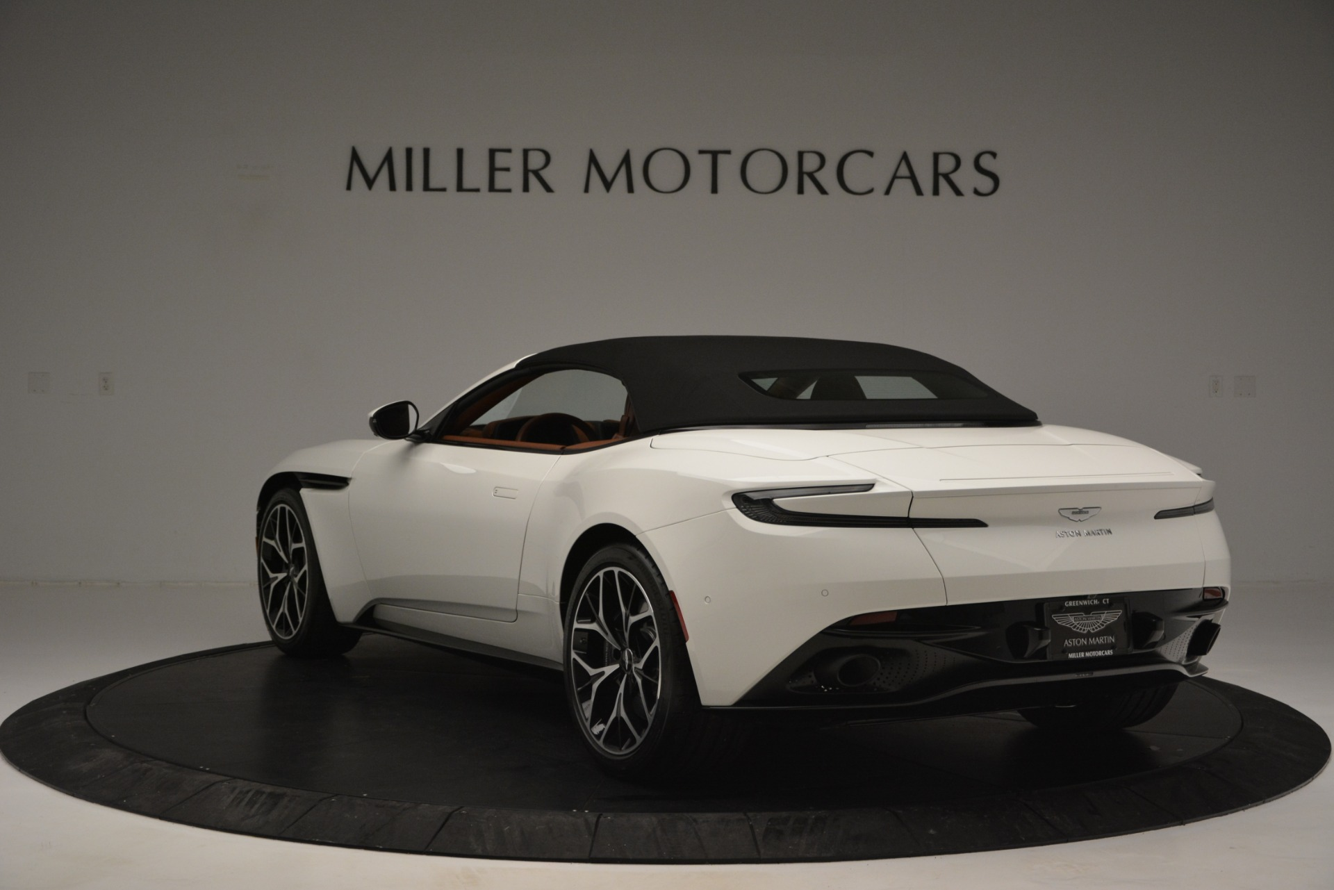 New 2019 Aston Martin DB11 V8 Convertible For Sale In Greenwich, CT 2903_p17