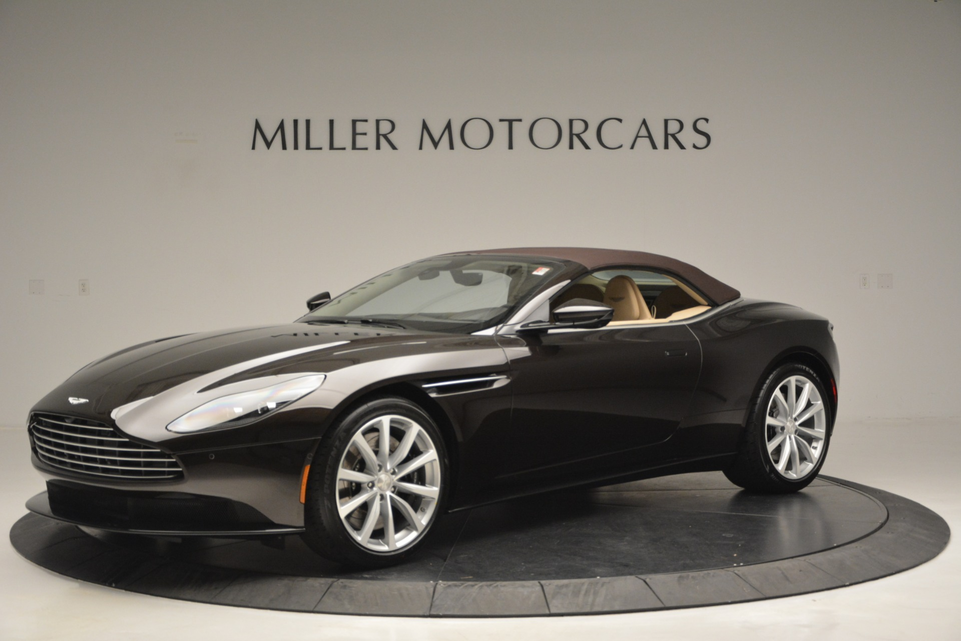 New 2019 Aston Martin DB11 V8 Convertible For Sale In Greenwich, CT 2905_p14