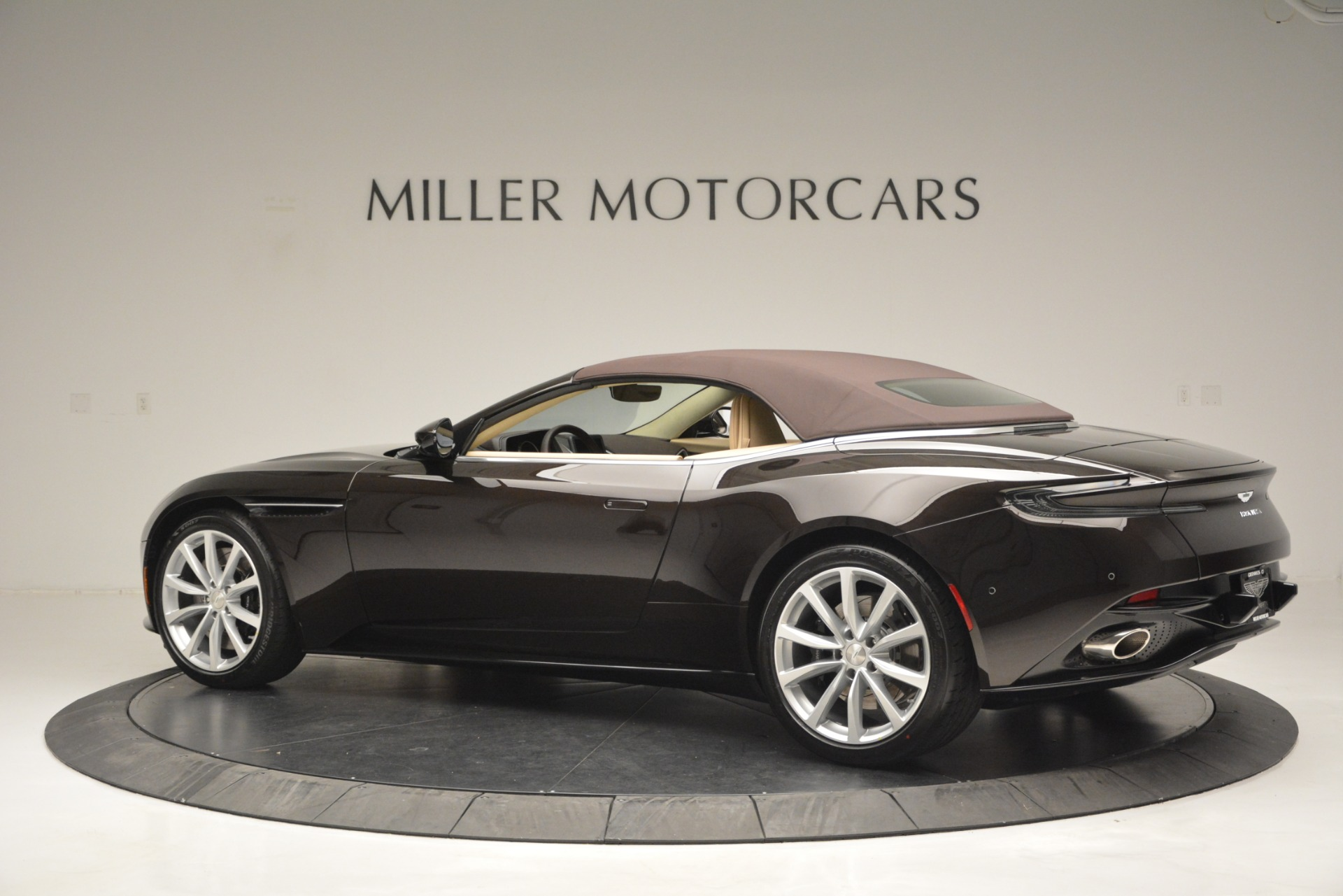 New 2019 Aston Martin DB11 V8 Convertible For Sale In Greenwich, CT 2905_p16