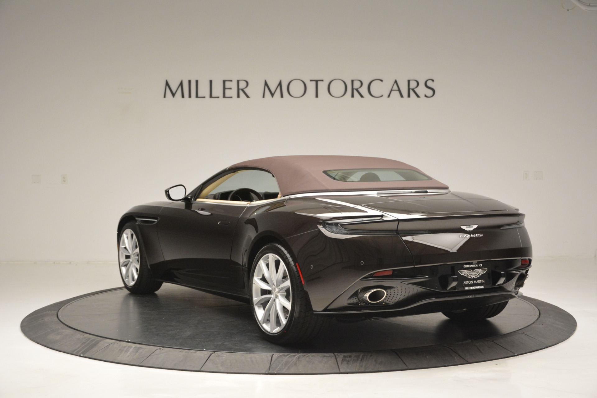New 2019 Aston Martin DB11 V8 Convertible For Sale In Greenwich, CT 2905_p17