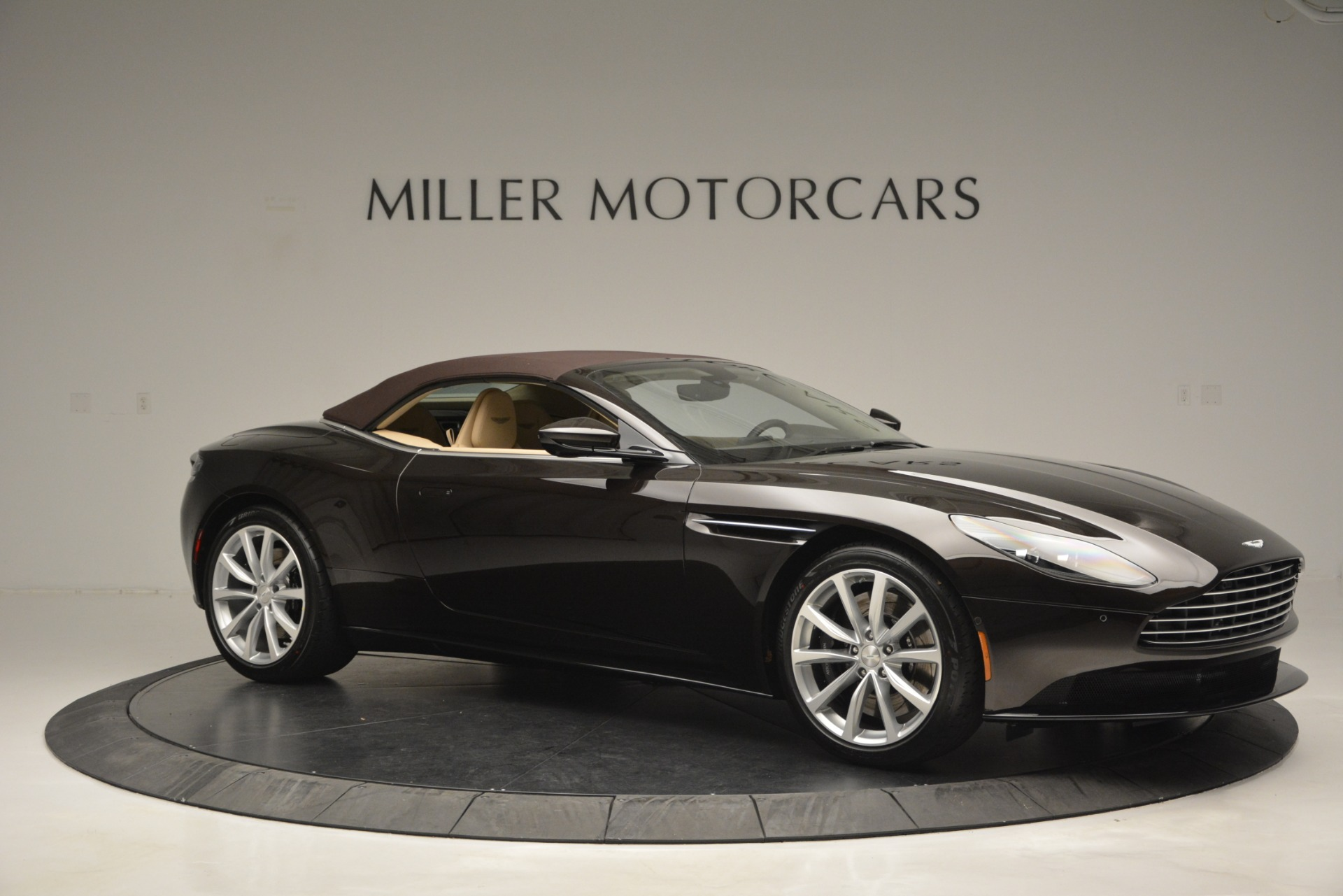 New 2019 Aston Martin DB11 V8 Convertible For Sale In Greenwich, CT 2905_p22
