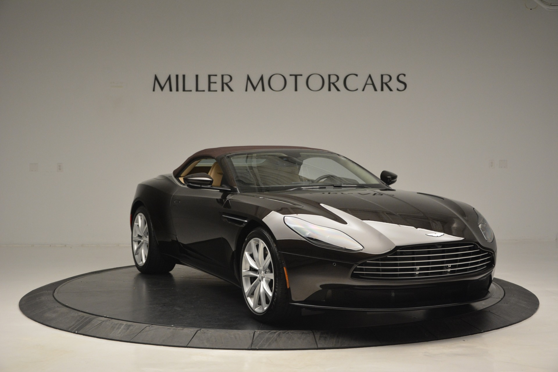 New 2019 Aston Martin DB11 V8 Convertible For Sale In Greenwich, CT 2905_p23