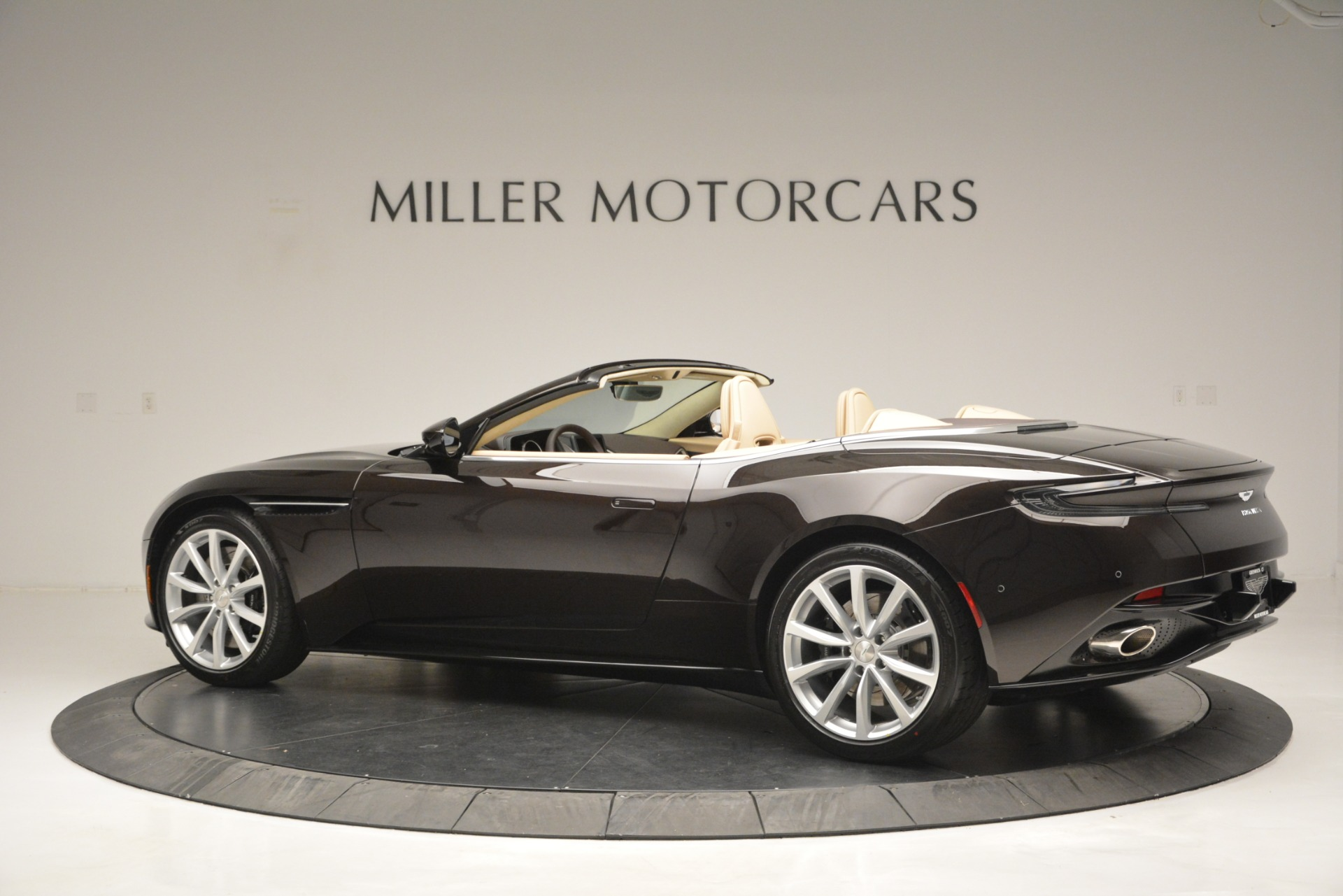 New 2019 Aston Martin DB11 V8 Convertible For Sale In Greenwich, CT 2905_p4