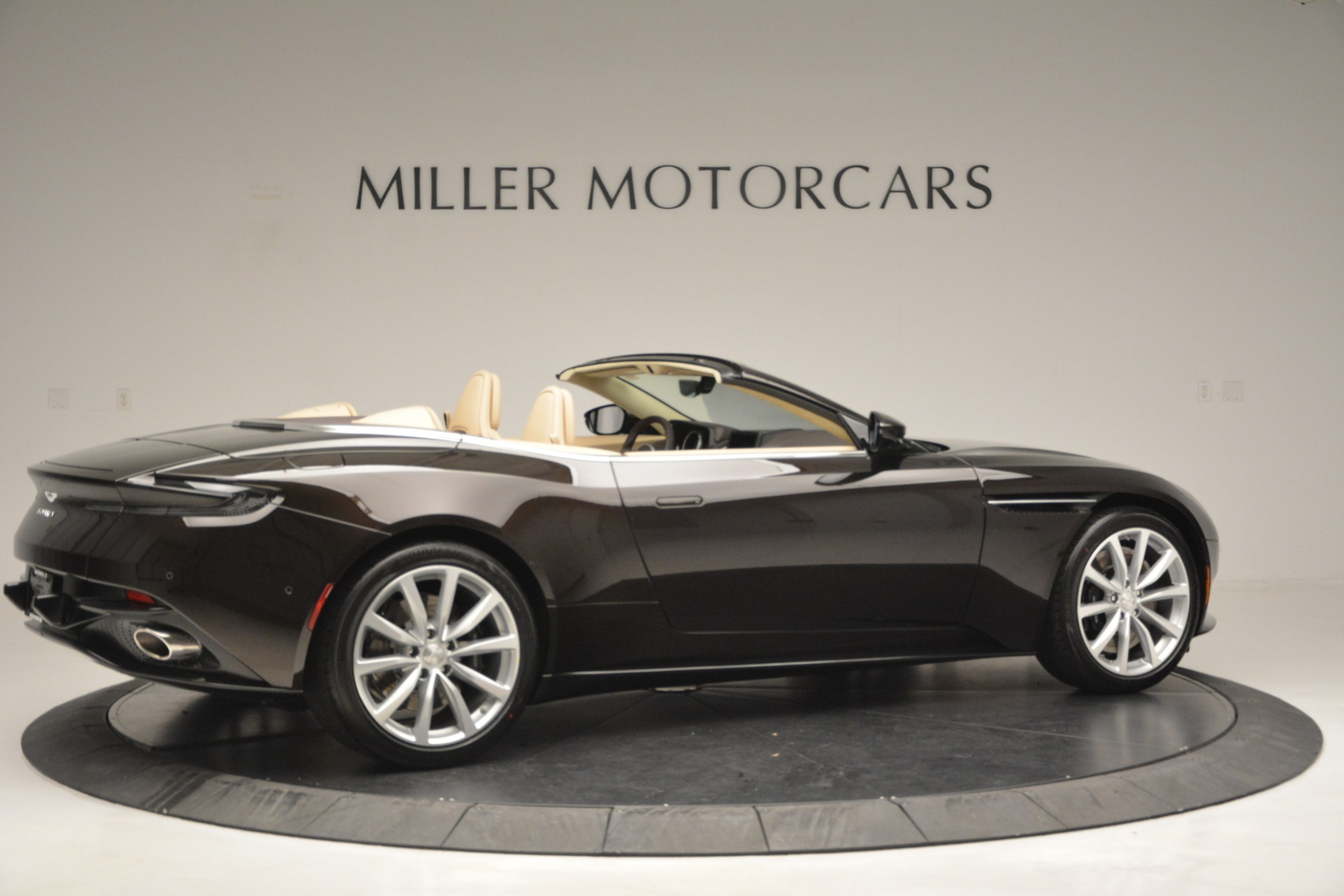 New 2019 Aston Martin DB11 V8 Convertible For Sale In Greenwich, CT 2905_p8