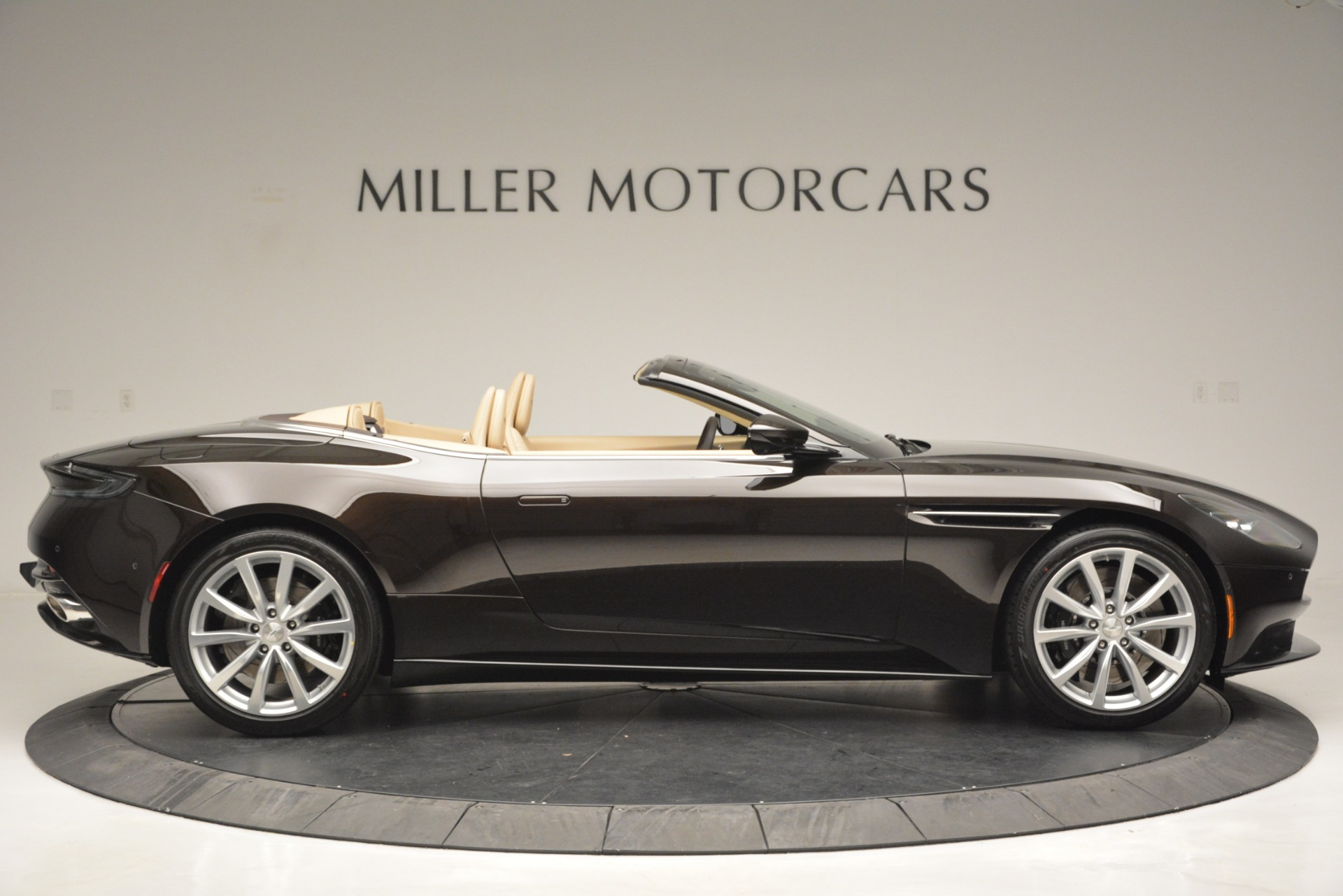 New 2019 Aston Martin DB11 V8 Convertible For Sale In Greenwich, CT 2905_p9