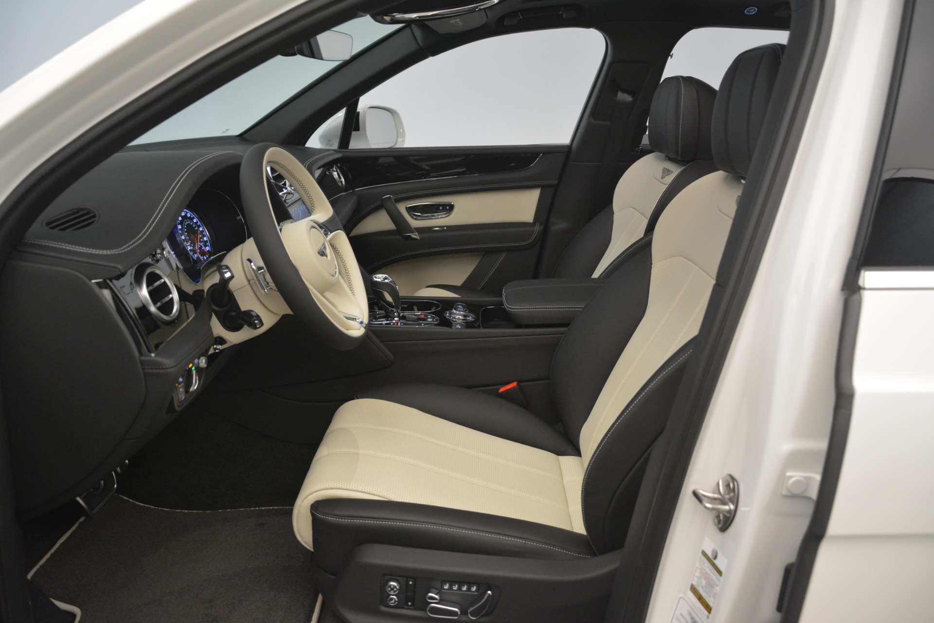 New 2019 Bentley Bentayga V8 For Sale In Greenwich, CT 2937_p18