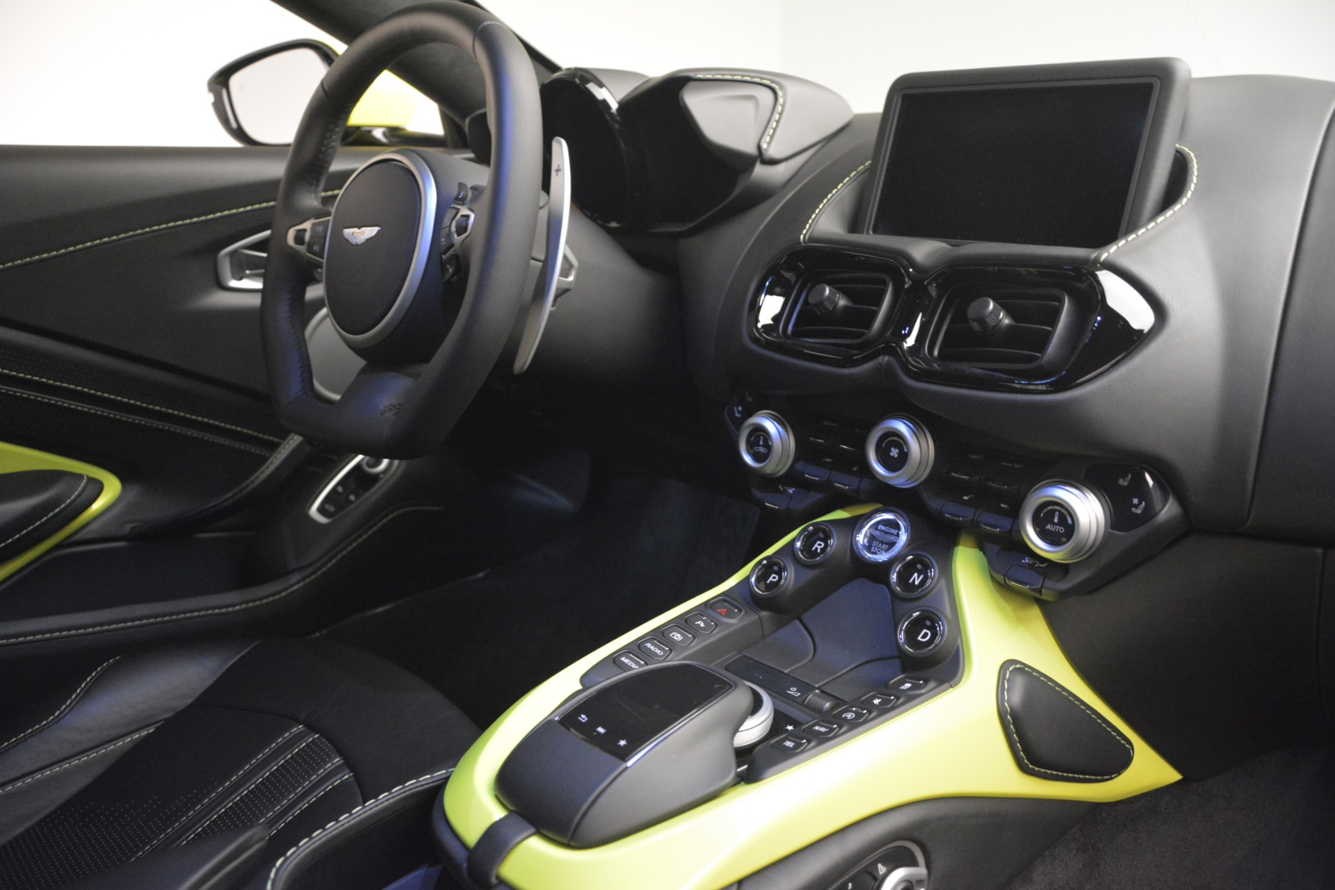 Used 2019 Aston Martin Vantage  For Sale In Greenwich, CT 2958_p16