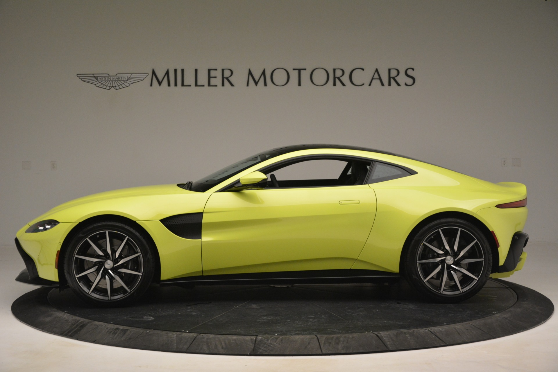 Used 2019 Aston Martin Vantage  For Sale In Greenwich, CT 2958_p3