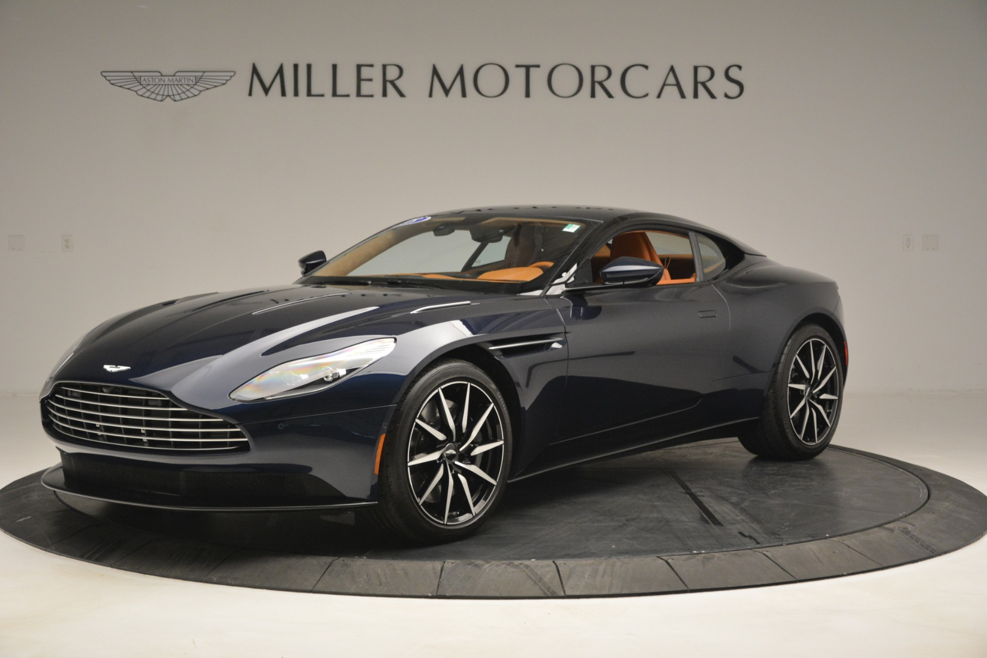 Used 2018 Aston Martin DB11 V12 Coupe For Sale In Greenwich, CT 2969_p2