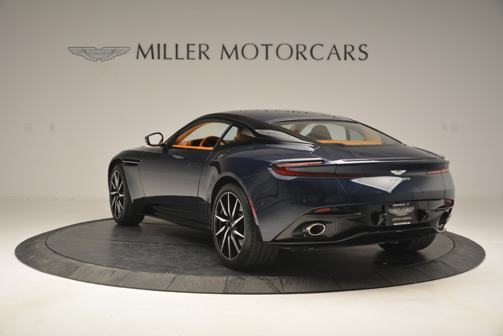 Used 2018 Aston Martin DB11 V12 Coupe For Sale In Greenwich, CT 2969_p5