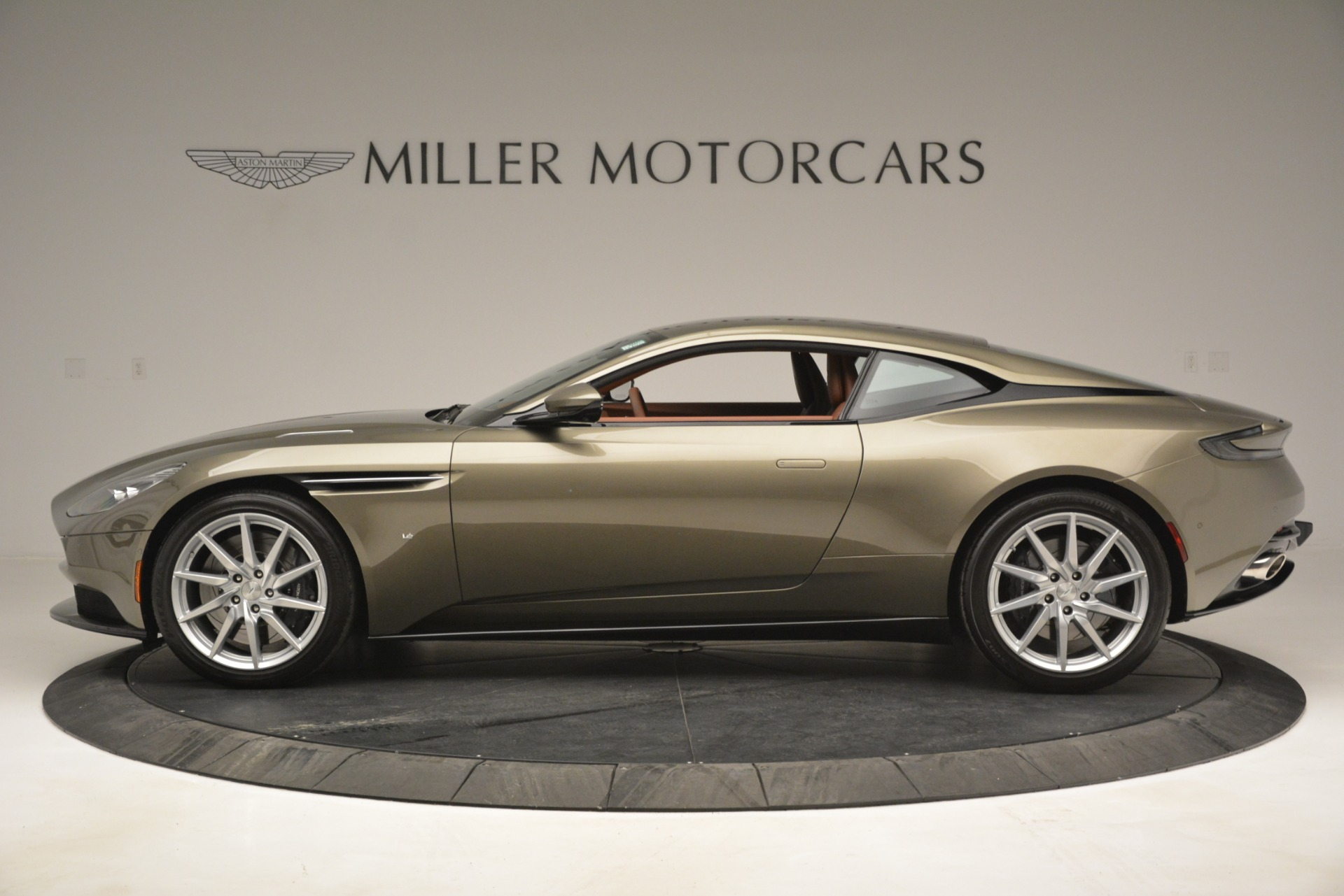 Used 2018 Aston Martin DB11 V12 Coupe For Sale In Greenwich, CT 2970_p3