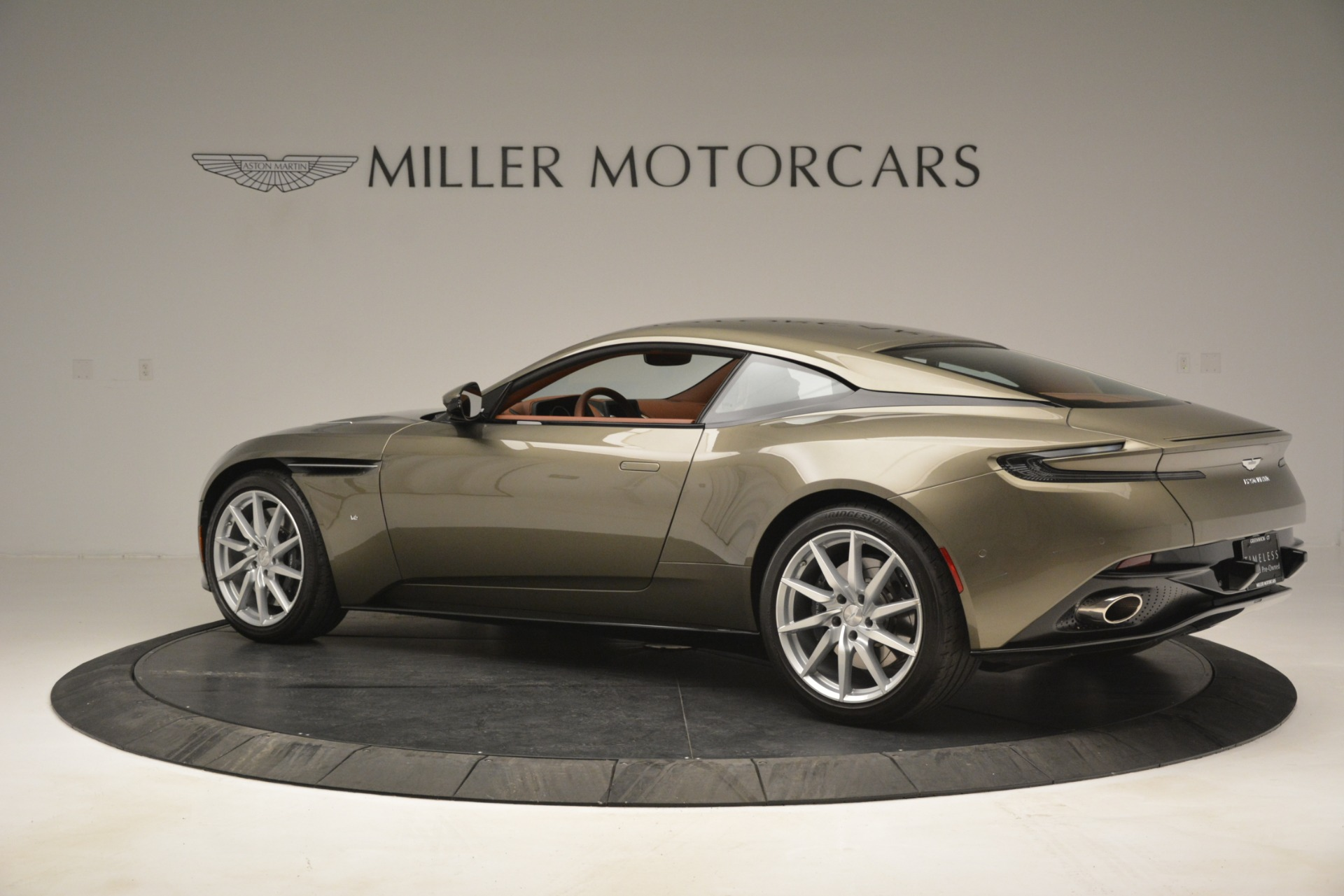 Used 2018 Aston Martin DB11 V12 Coupe For Sale In Greenwich, CT 2970_p4