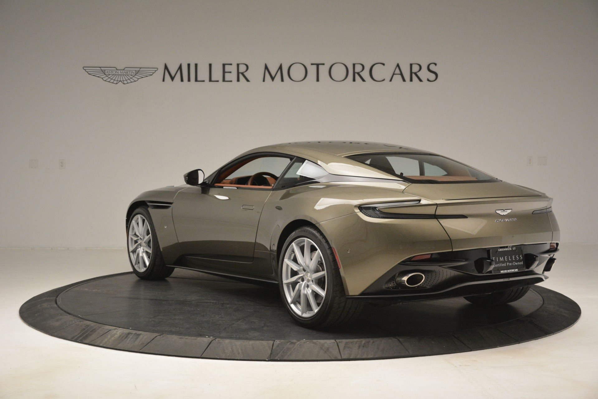 Used 2018 Aston Martin DB11 V12 Coupe For Sale In Greenwich, CT 2970_p5