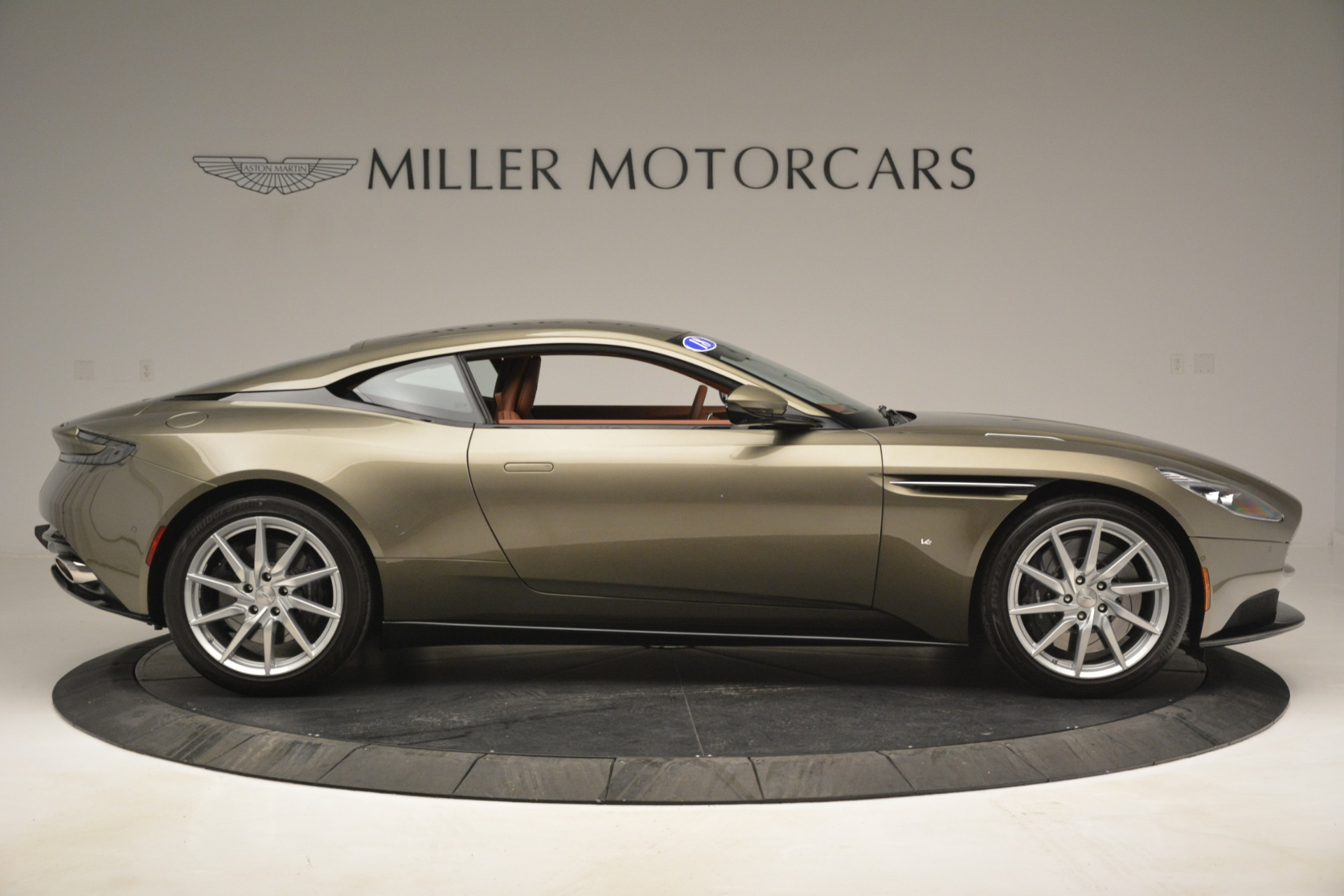 Used 2018 Aston Martin DB11 V12 Coupe For Sale In Greenwich, CT 2970_p9