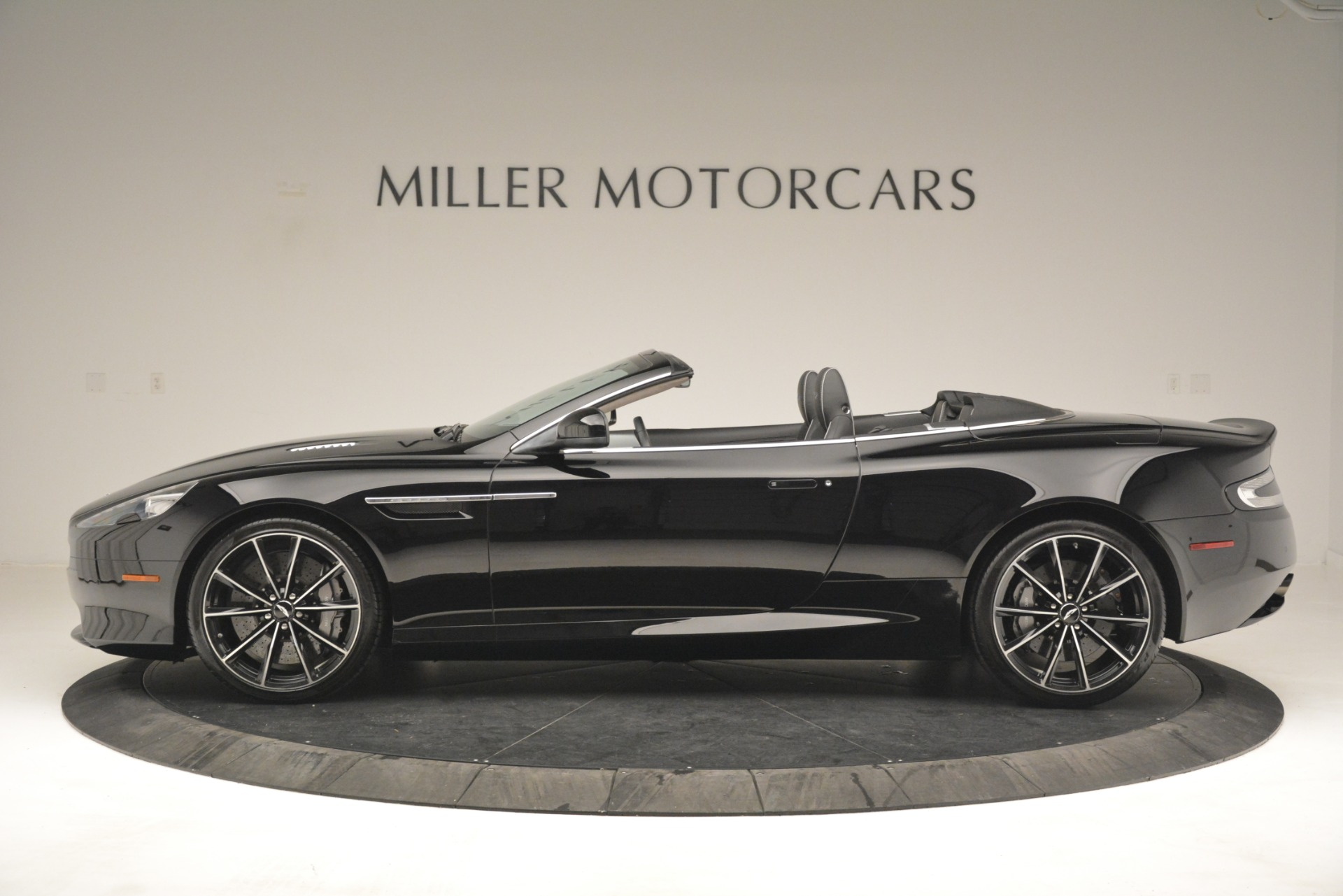 Used 2016 Aston Martin DB9 Convertible For Sale In Greenwich, CT 2971_p3