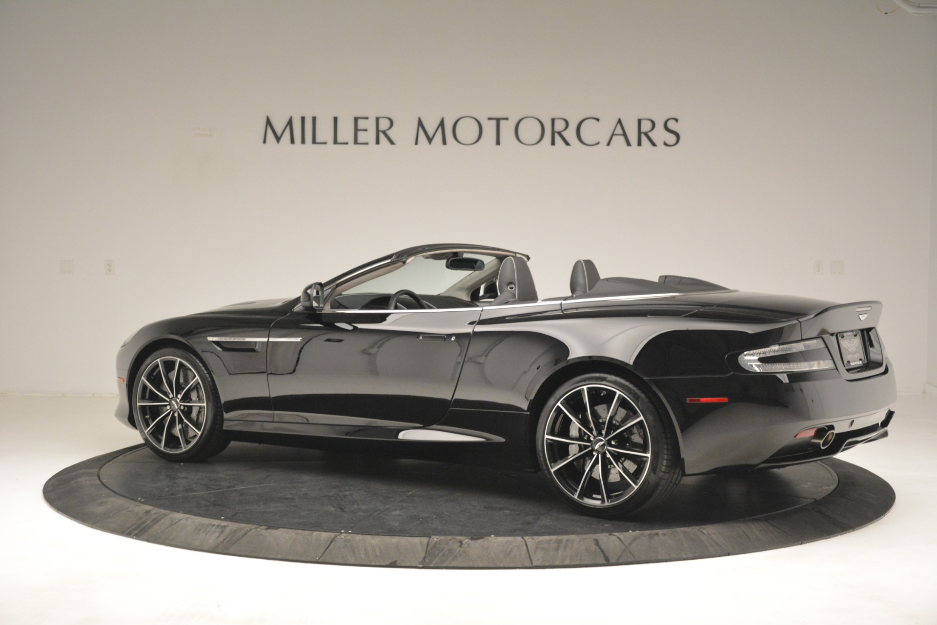 Used 2016 Aston Martin DB9 Convertible For Sale In Greenwich, CT 2971_p4