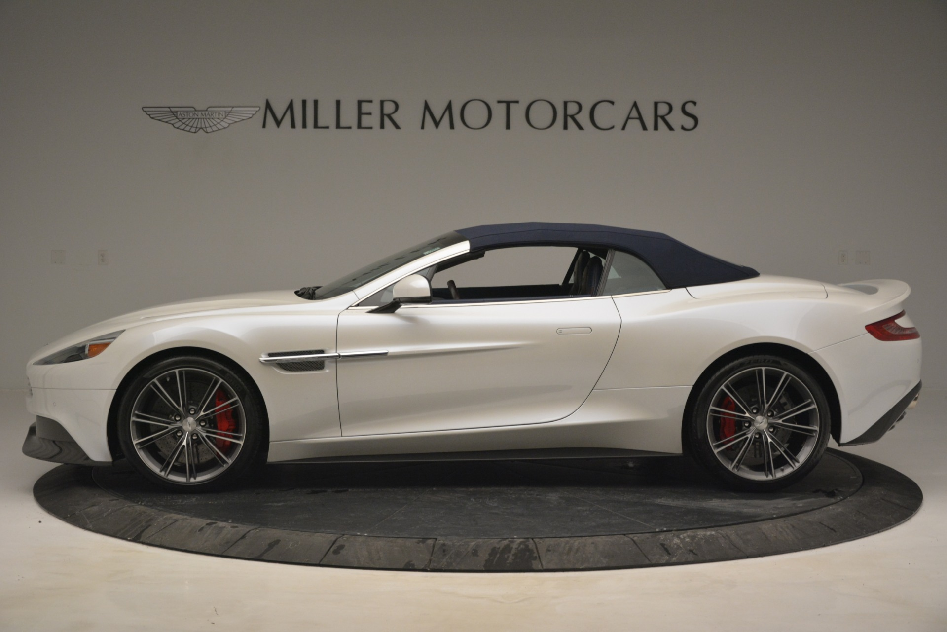 Used 2015 Aston Martin Vanquish Convertible For Sale In Greenwich, CT 2982_p16