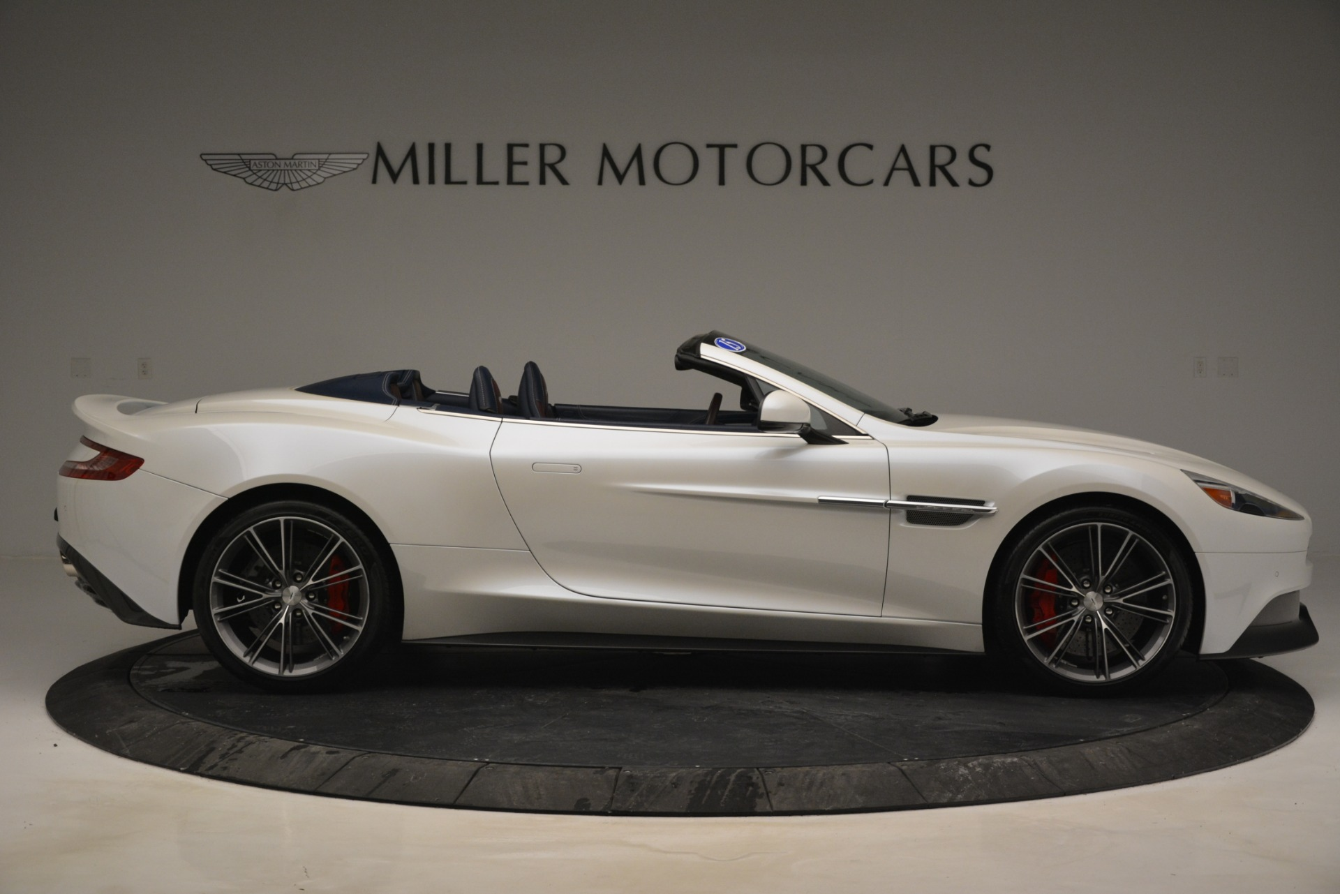 Used 2015 Aston Martin Vanquish Convertible For Sale In Greenwich, CT 2982_p9