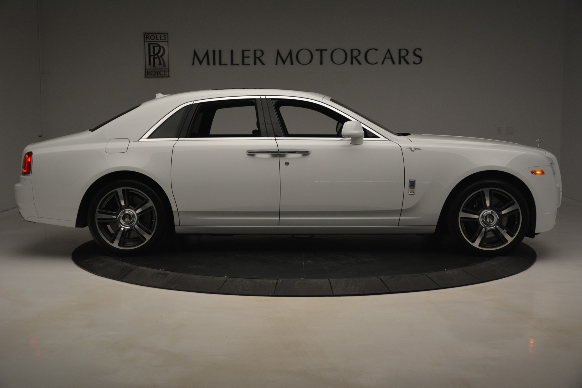 Used 2014 Rolls-Royce Ghost V-Spec For Sale In Greenwich, CT 2989_p11