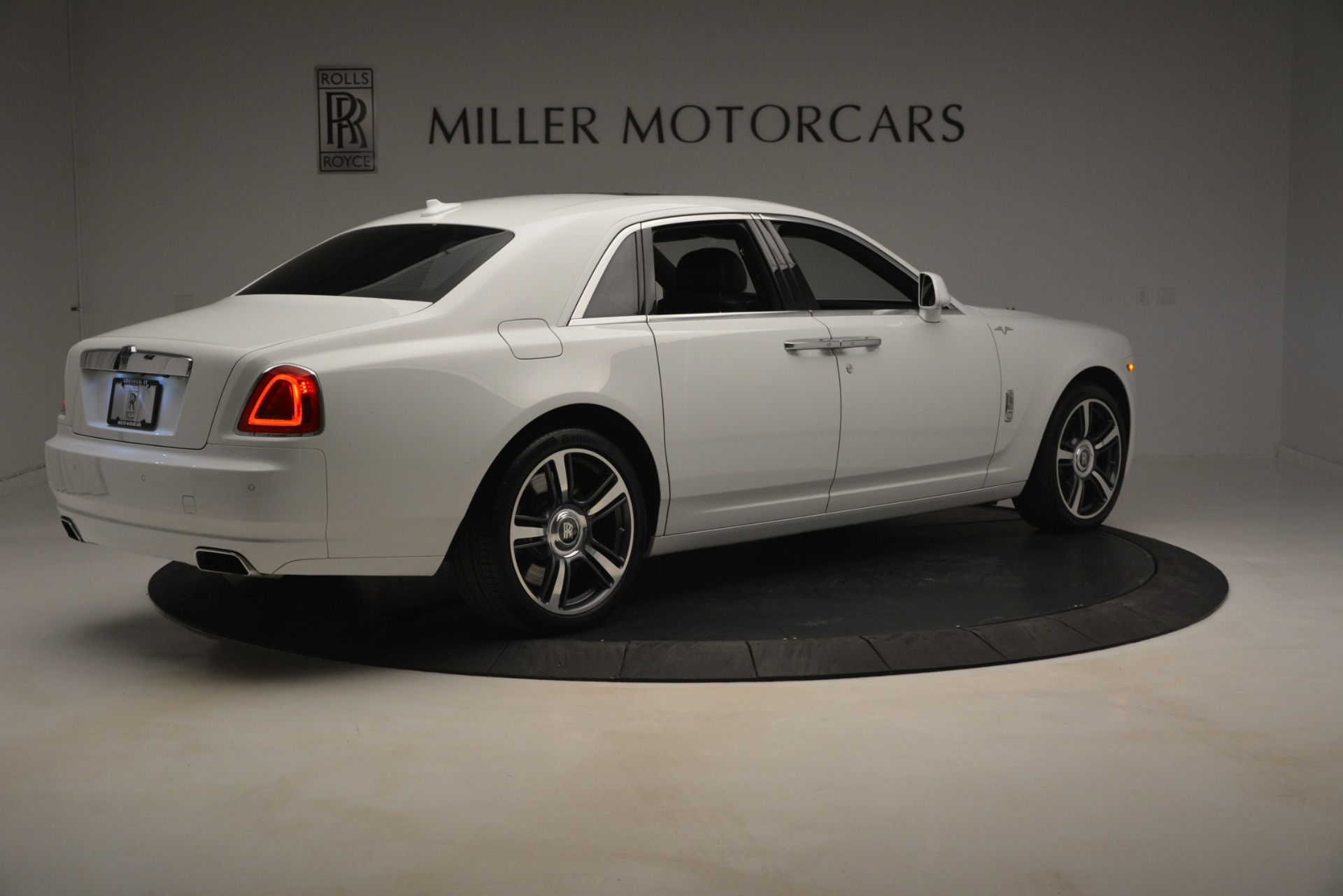Used 2014 Rolls-Royce Ghost V-Spec For Sale In Greenwich, CT 2989_p9