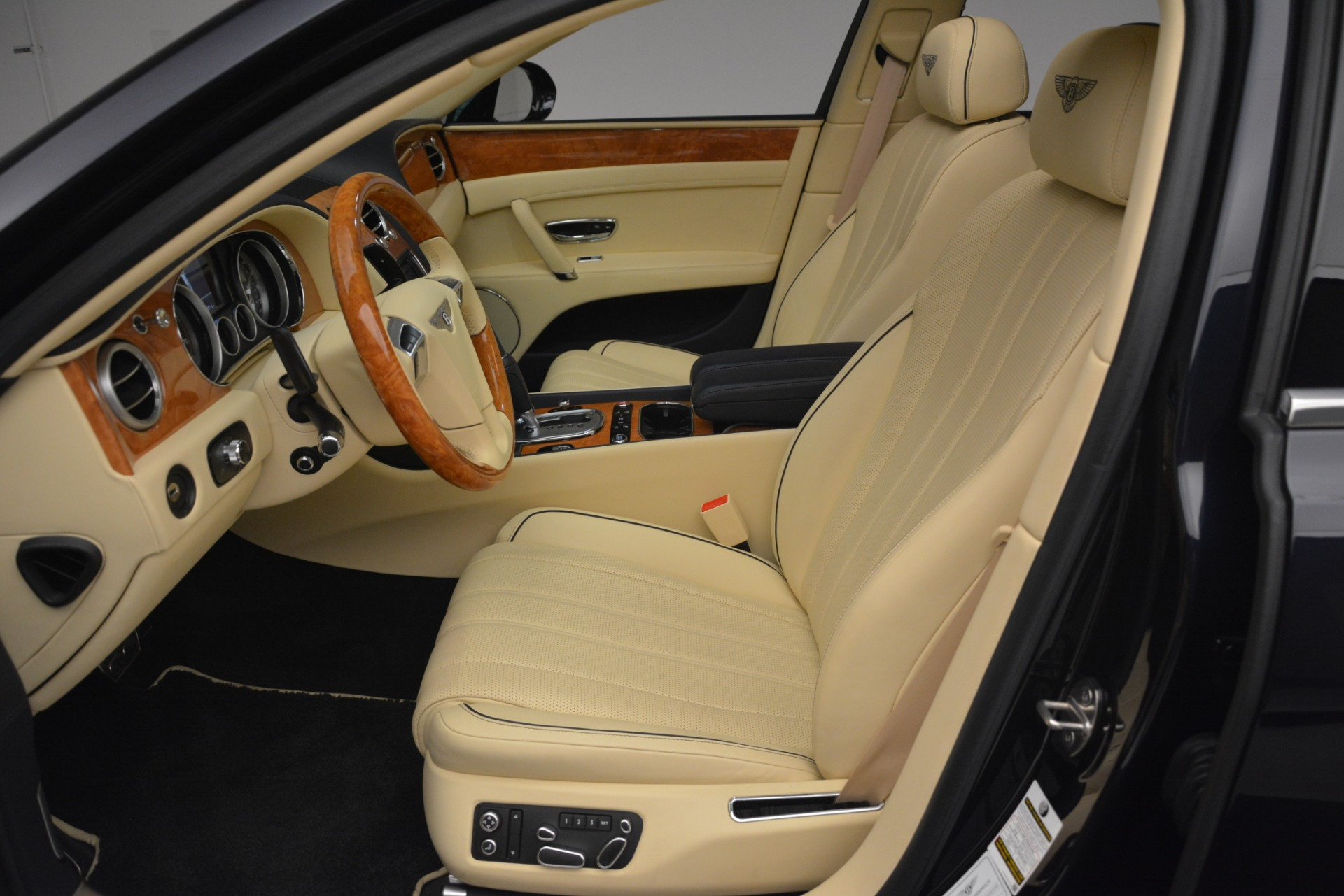 Used 2015 Bentley Flying Spur V8 For Sale In Greenwich, CT 2997_p17