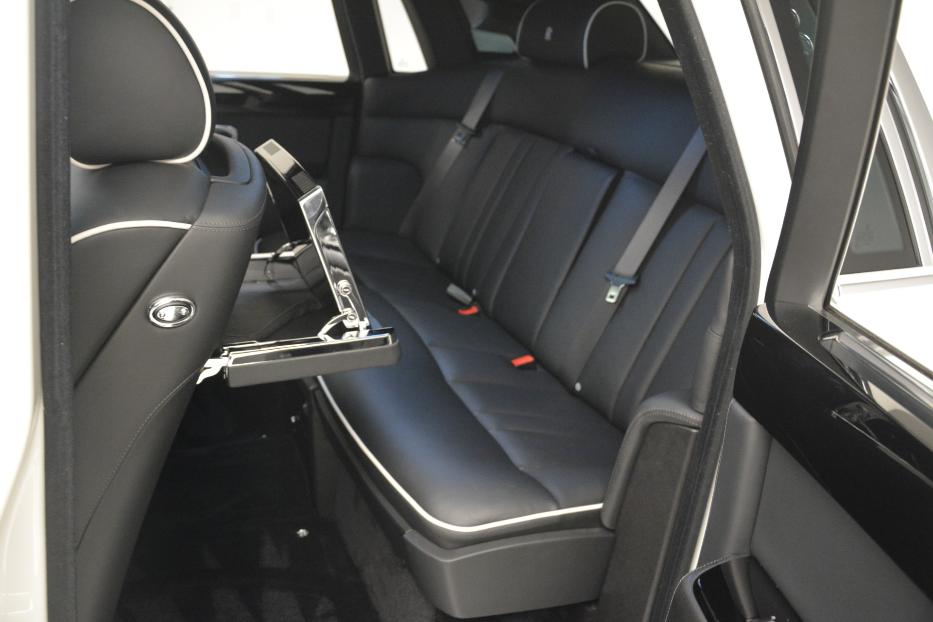 Used 2014 Rolls-Royce Phantom  For Sale In Greenwich, CT 2998_p21
