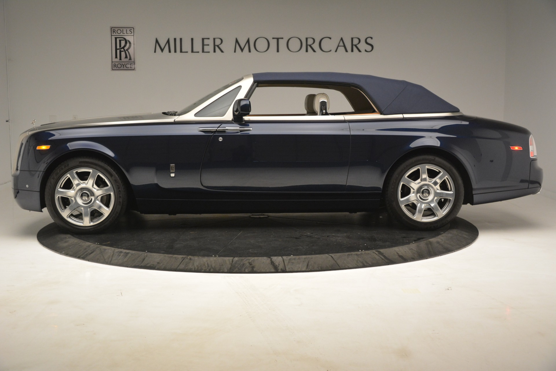 Used 2013 Rolls-Royce Phantom Drophead Coupe  For Sale In Greenwich, CT 2999_p18