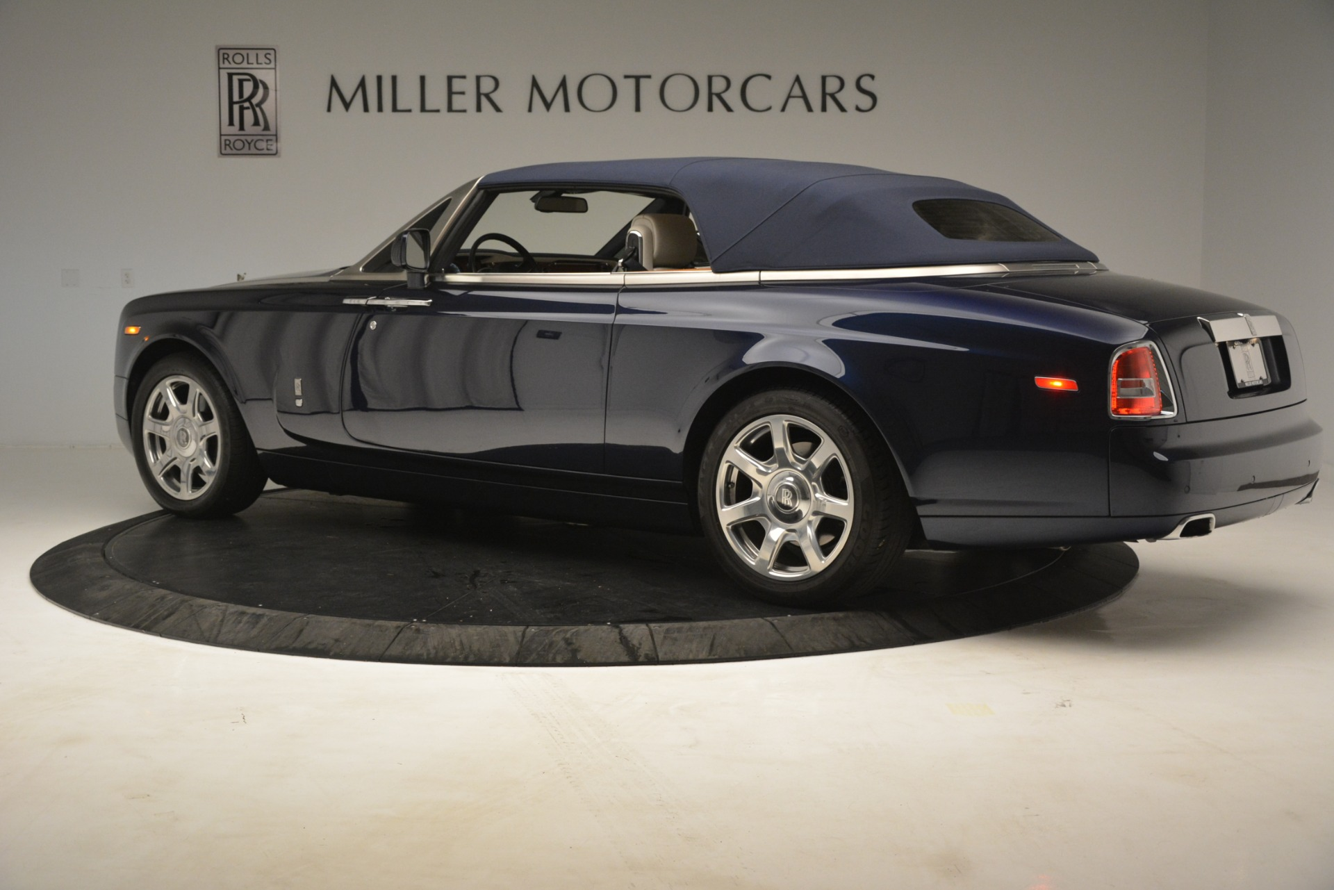 Used 2013 Rolls-Royce Phantom Drophead Coupe  For Sale In Greenwich, CT 2999_p20