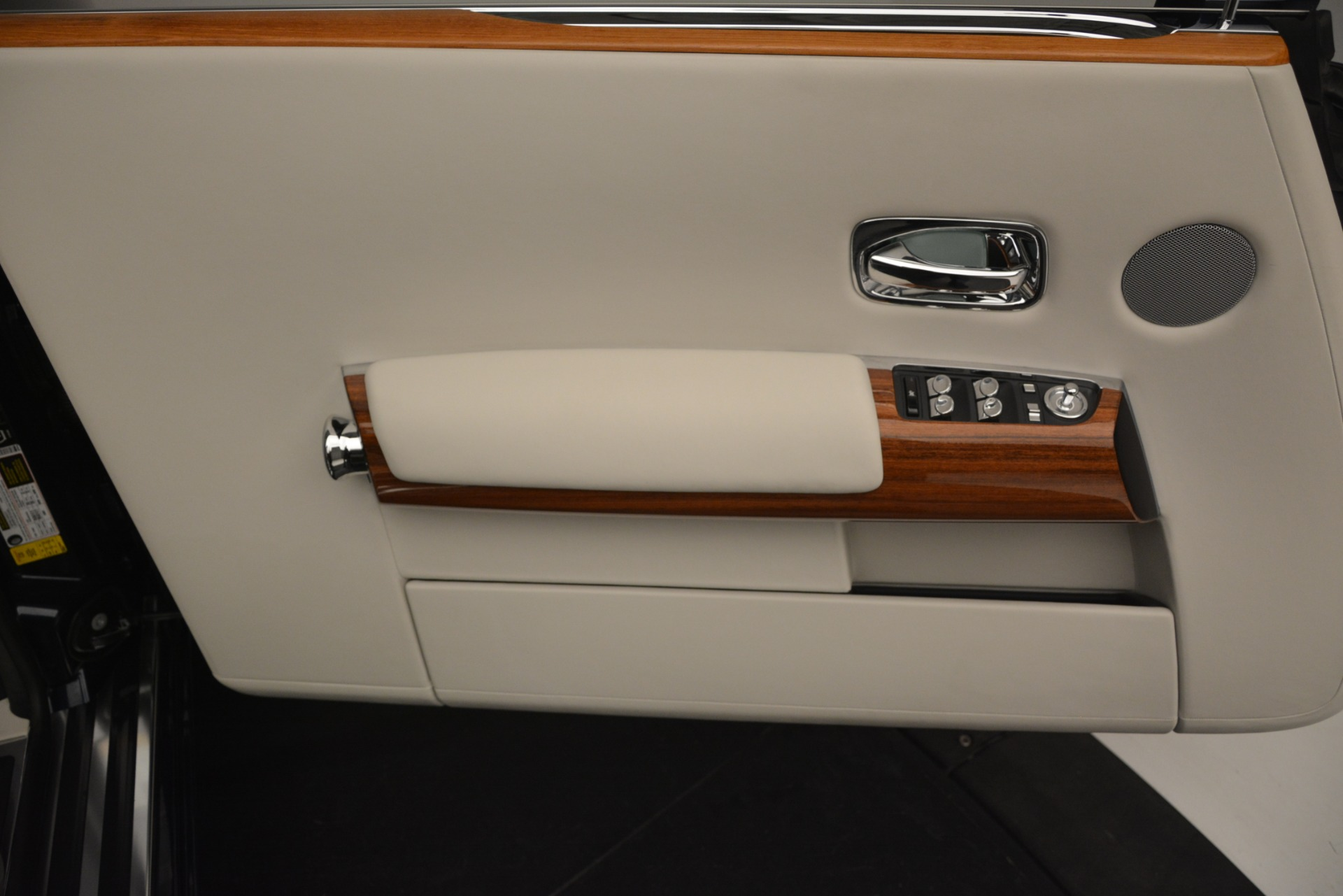 Used 2013 Rolls-Royce Phantom Drophead Coupe  For Sale In Greenwich, CT 2999_p35