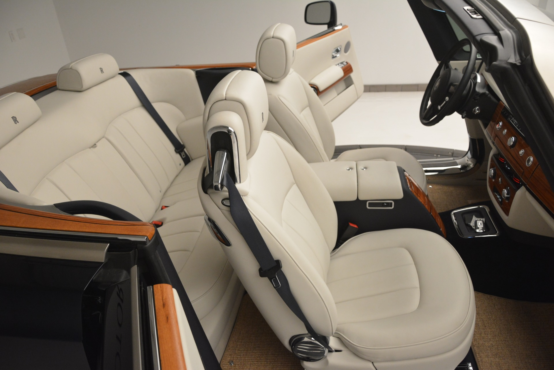 Used 2013 Rolls-Royce Phantom Drophead Coupe  For Sale In Greenwich, CT 2999_p38