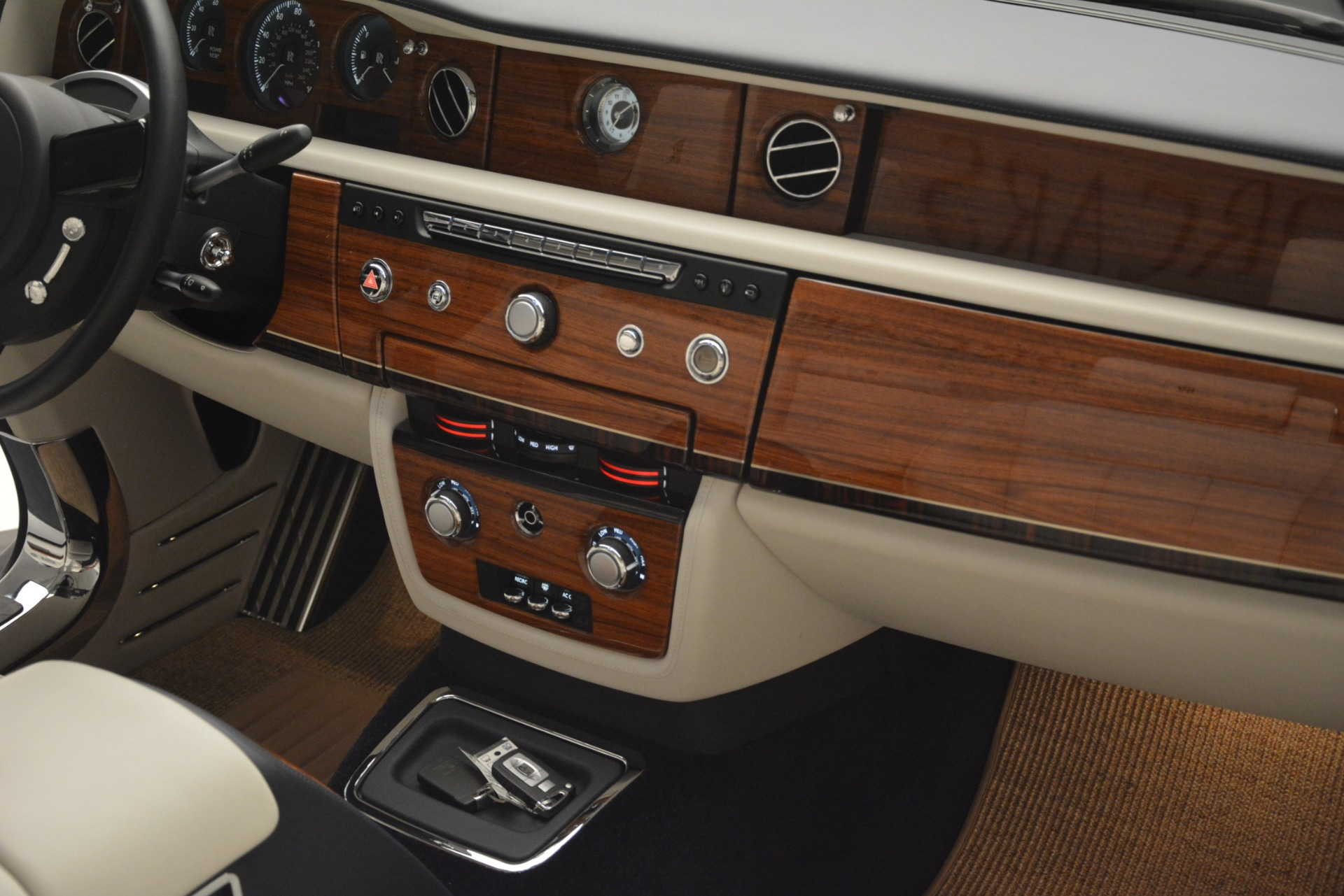 Used 2013 Rolls-Royce Phantom Drophead Coupe  For Sale In Greenwich, CT 2999_p39