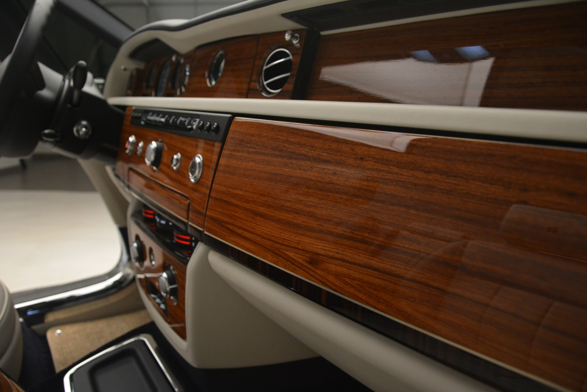 Used 2013 Rolls-Royce Phantom Drophead Coupe  For Sale In Greenwich, CT 2999_p43